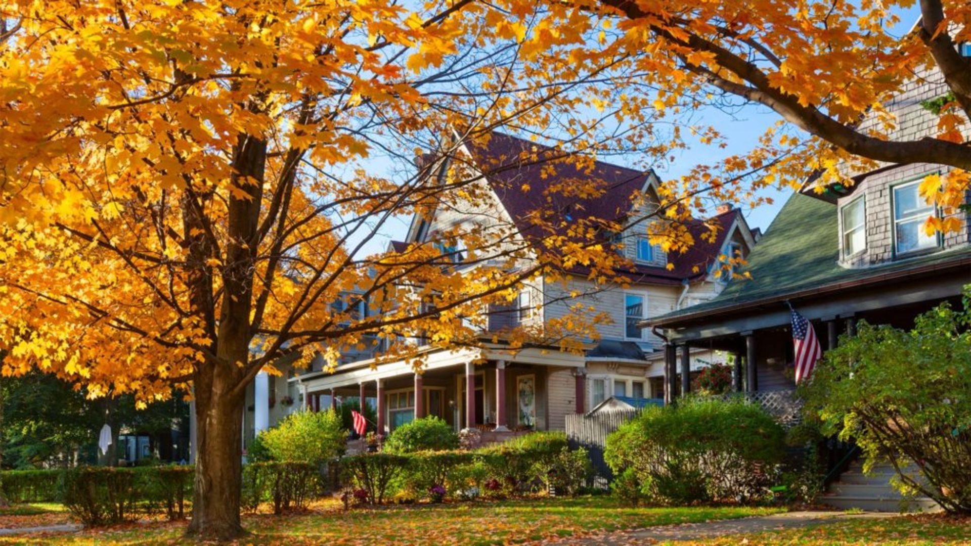 THIS IS WHY YOU SHOULD SELL YOUR HOME IN THE FALL!