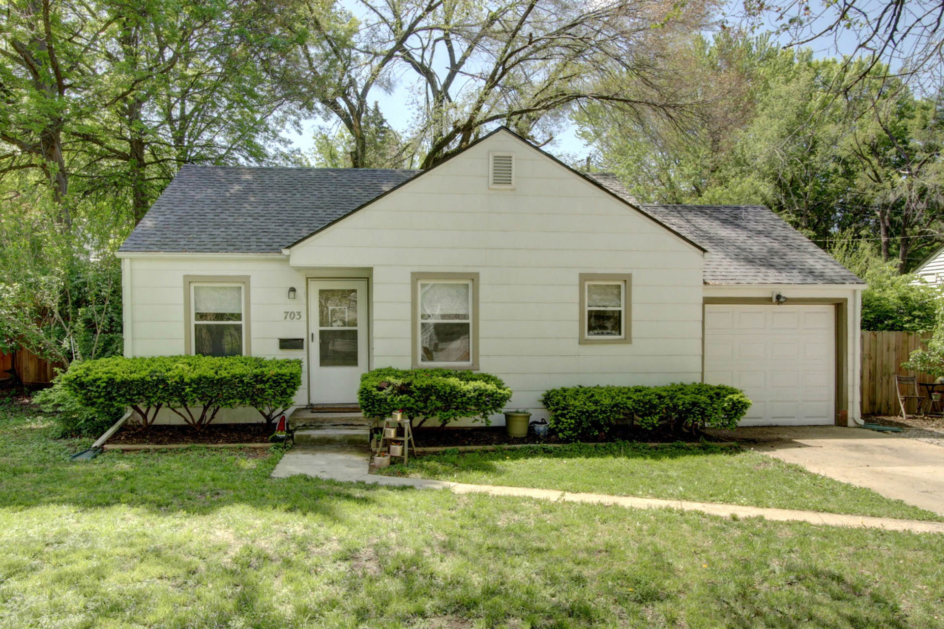 JUST LISTED! Cheery Move in Ready Ranch Near Waldo Shops!