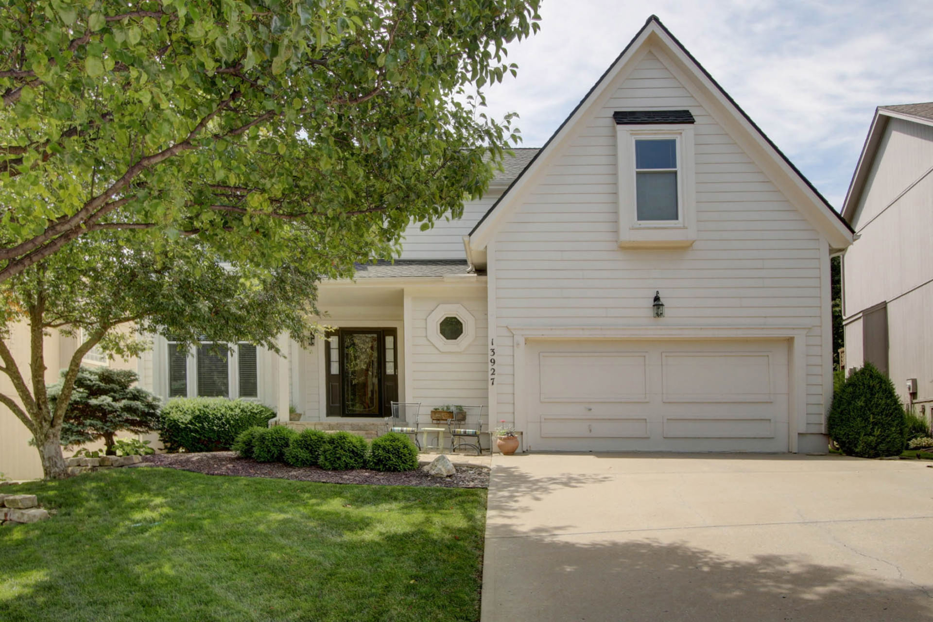 JUST LISTED in Shawnee! First OPEN HOUSE Sun 6/16!