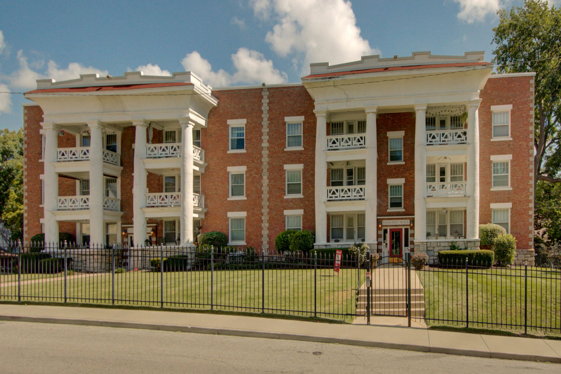 JUST LISTED! Broker Open Tues! Fabulous & Historic Vanderbilt Place Condo in Heart of Arts District
