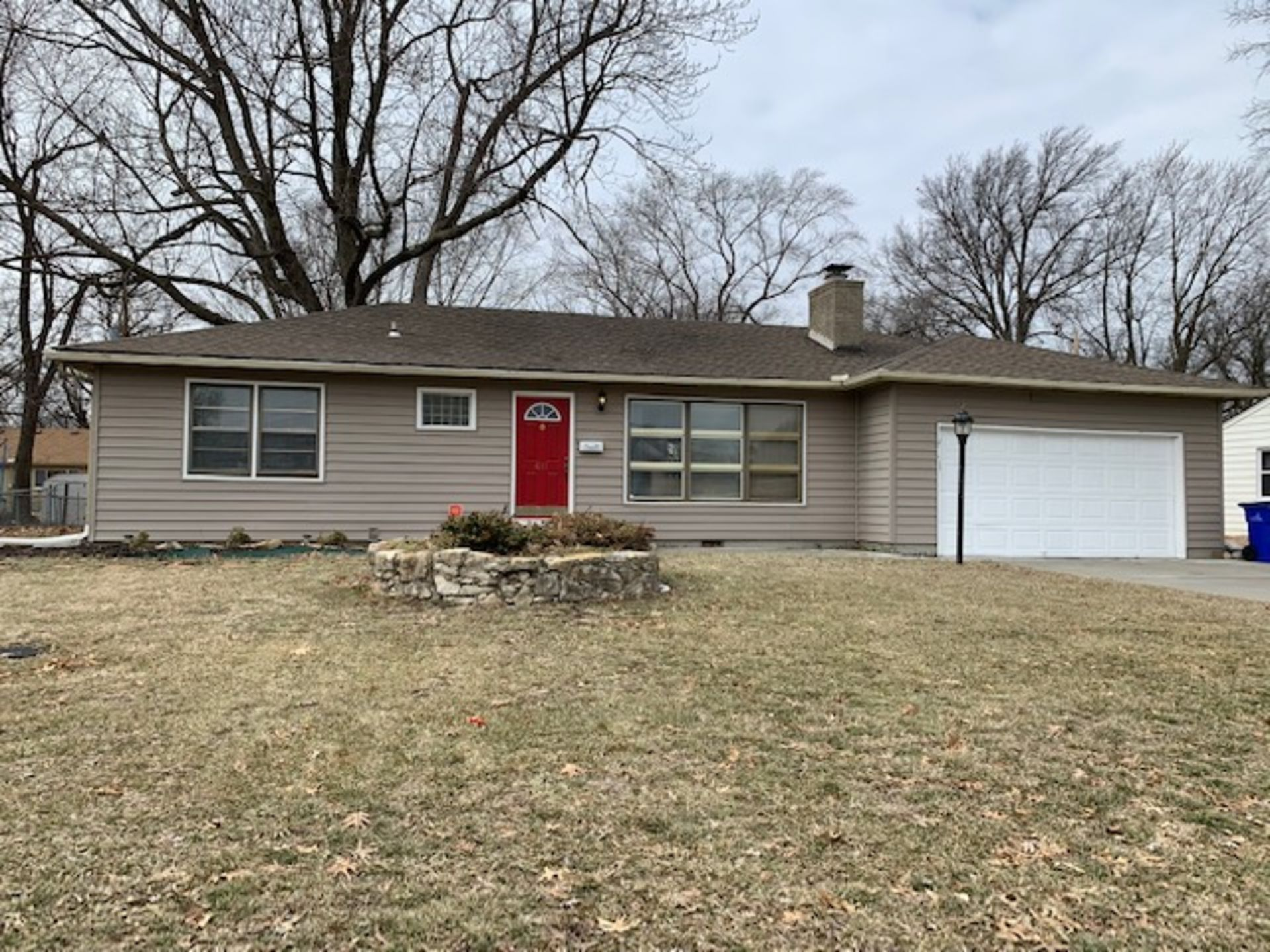 Short Sale Opportunity in Olathe!
