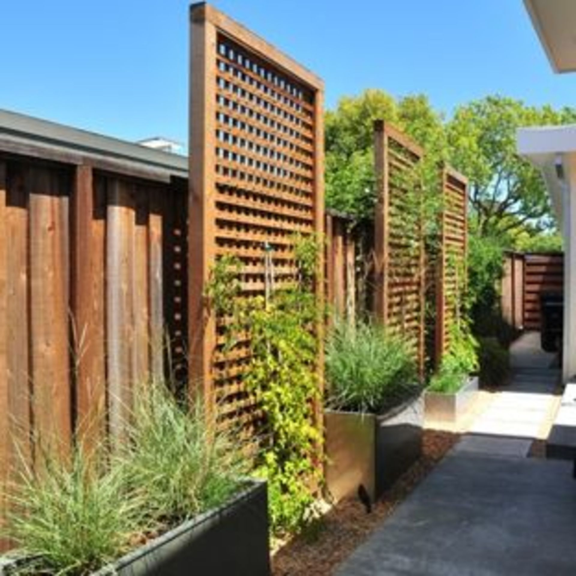 5 Front Backyard Landscaping Tips That Will Wow Customers