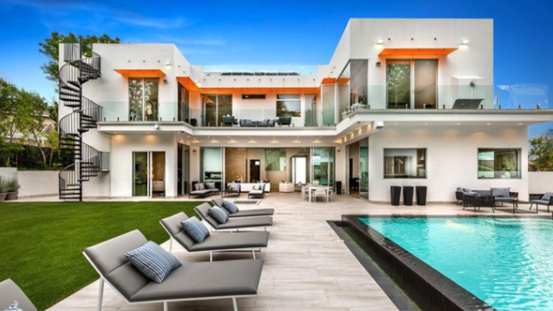 'La La Land' House Makes a Big Splash on the Market