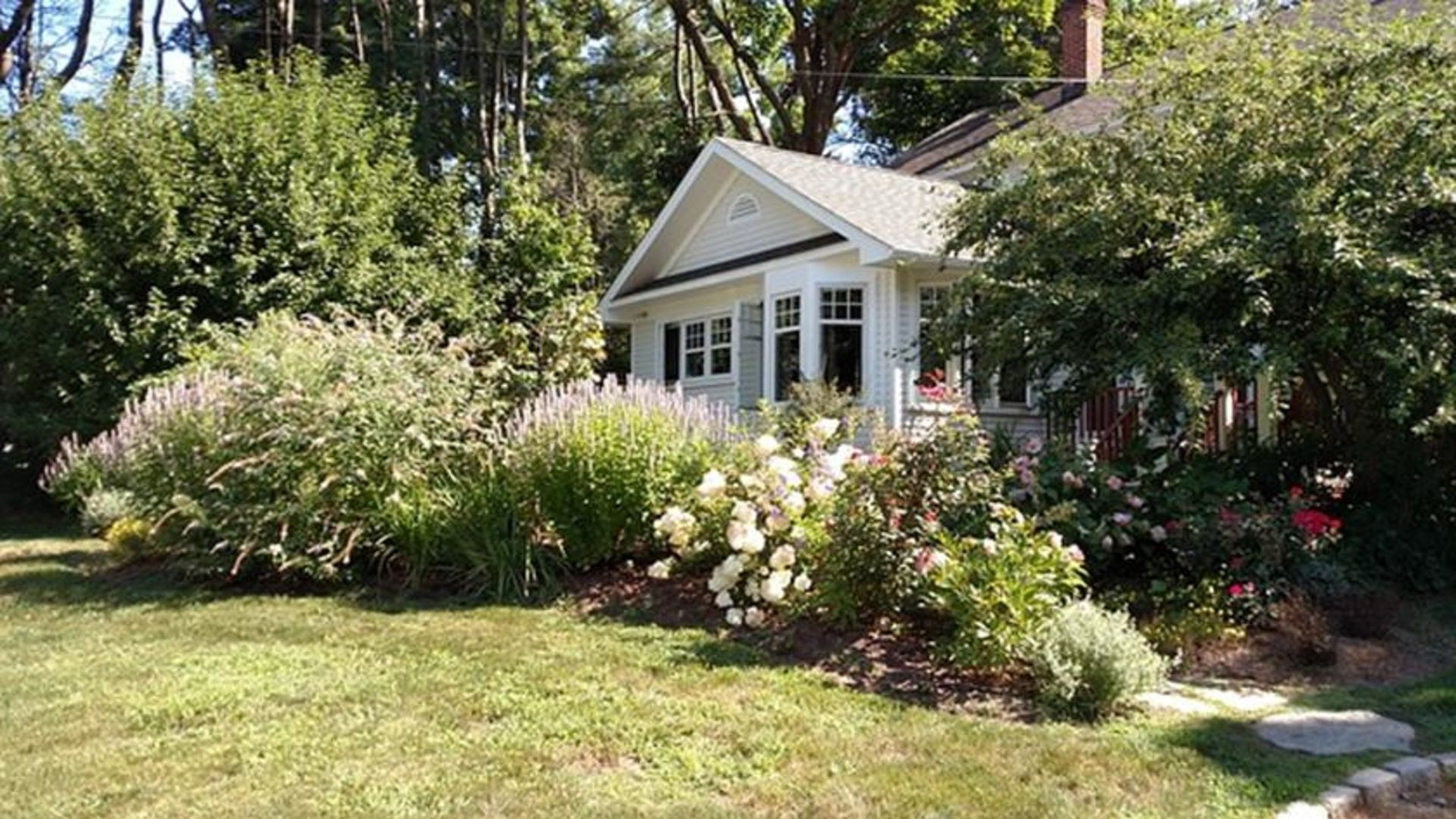 Paying Attention to Your Home's Curb Appeal on a Shoestring Budget
