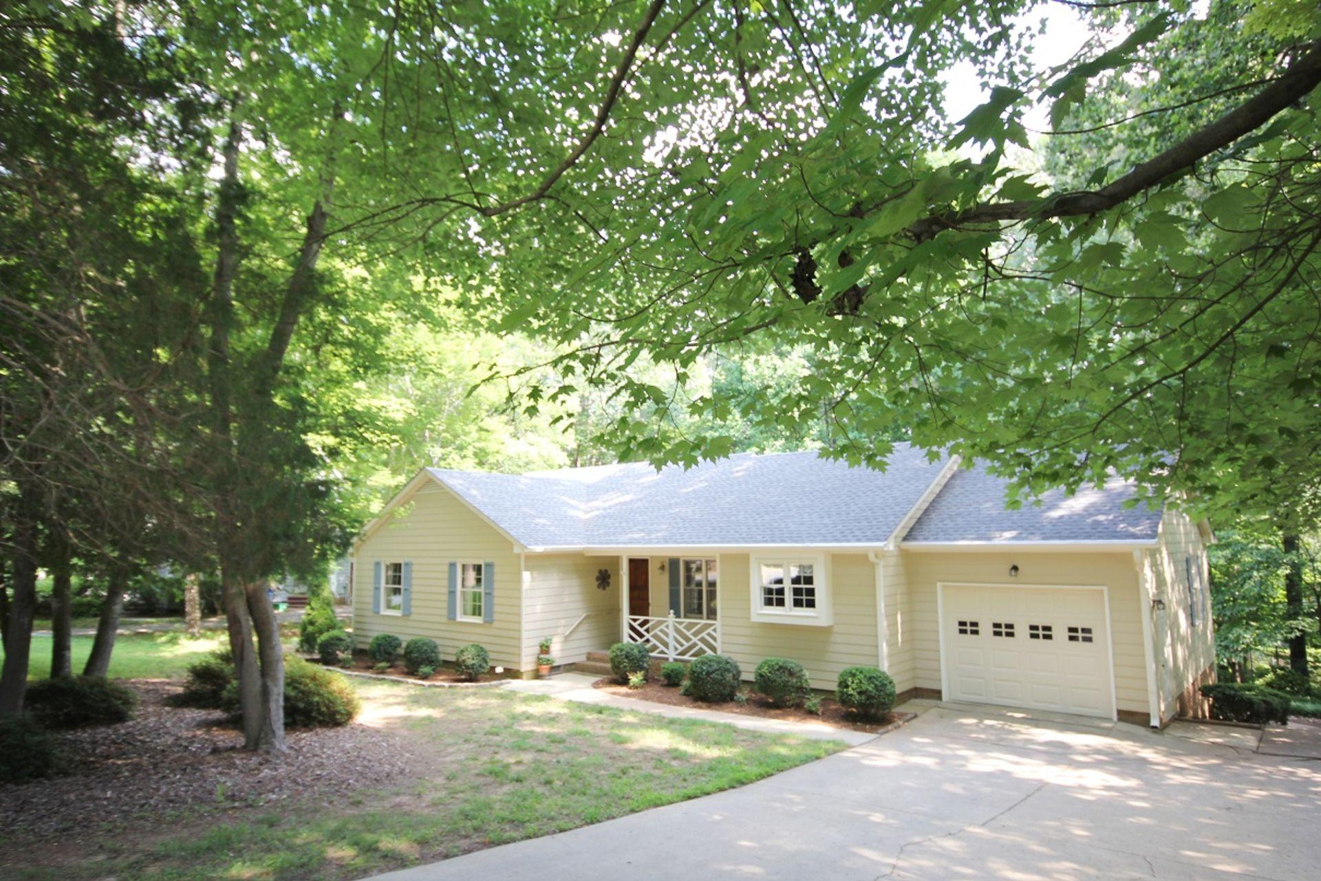 North Hills Ranch!  $235,000 1550 sf 3 bedrooms!
