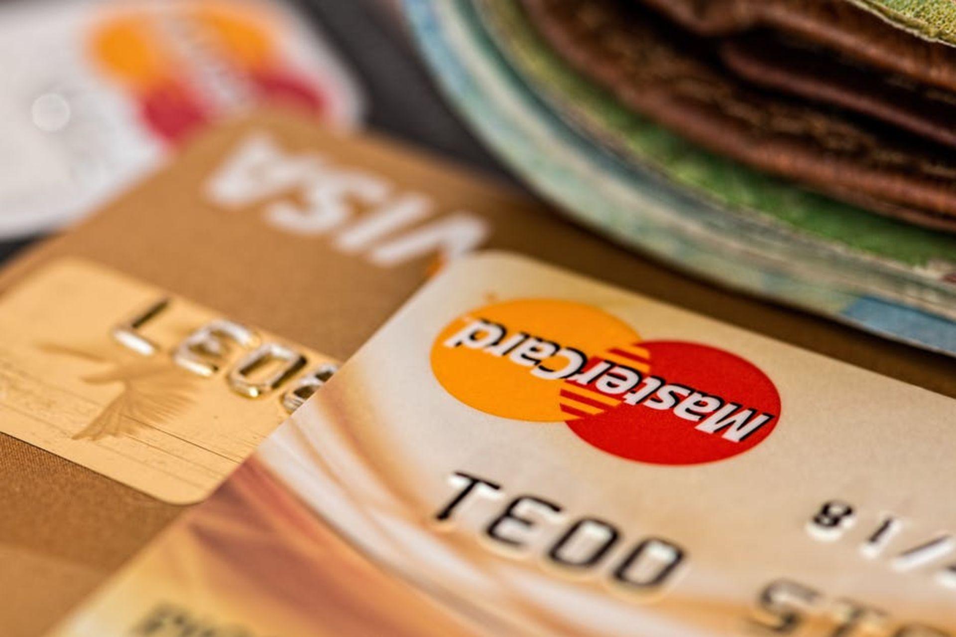 6 Ways Recent Grads Can Build Credit