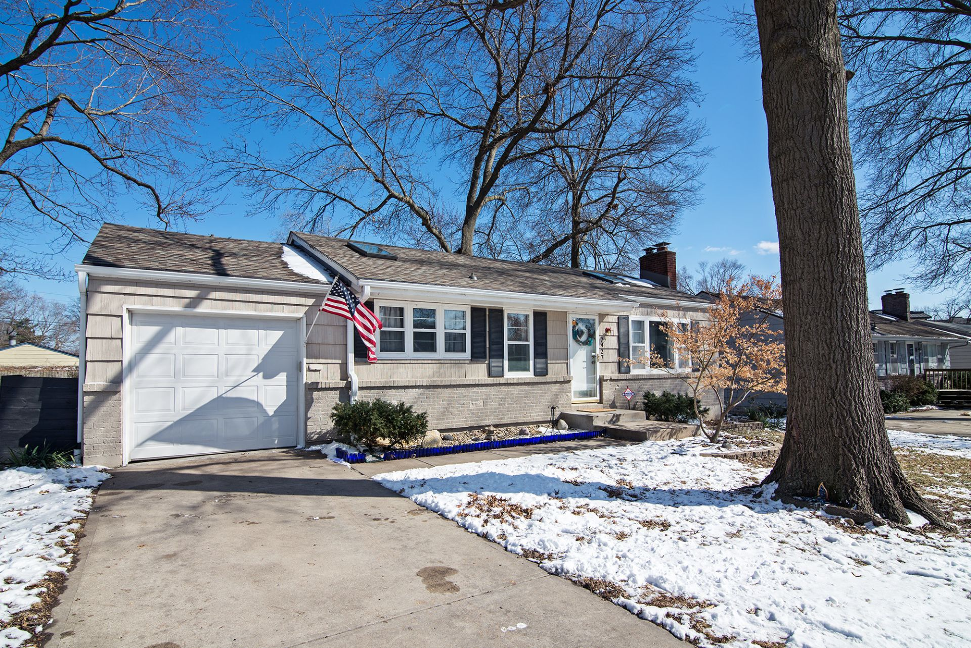 Overland Park ~ JUST LISTED with OPEN HOUSE Sat 3/9!