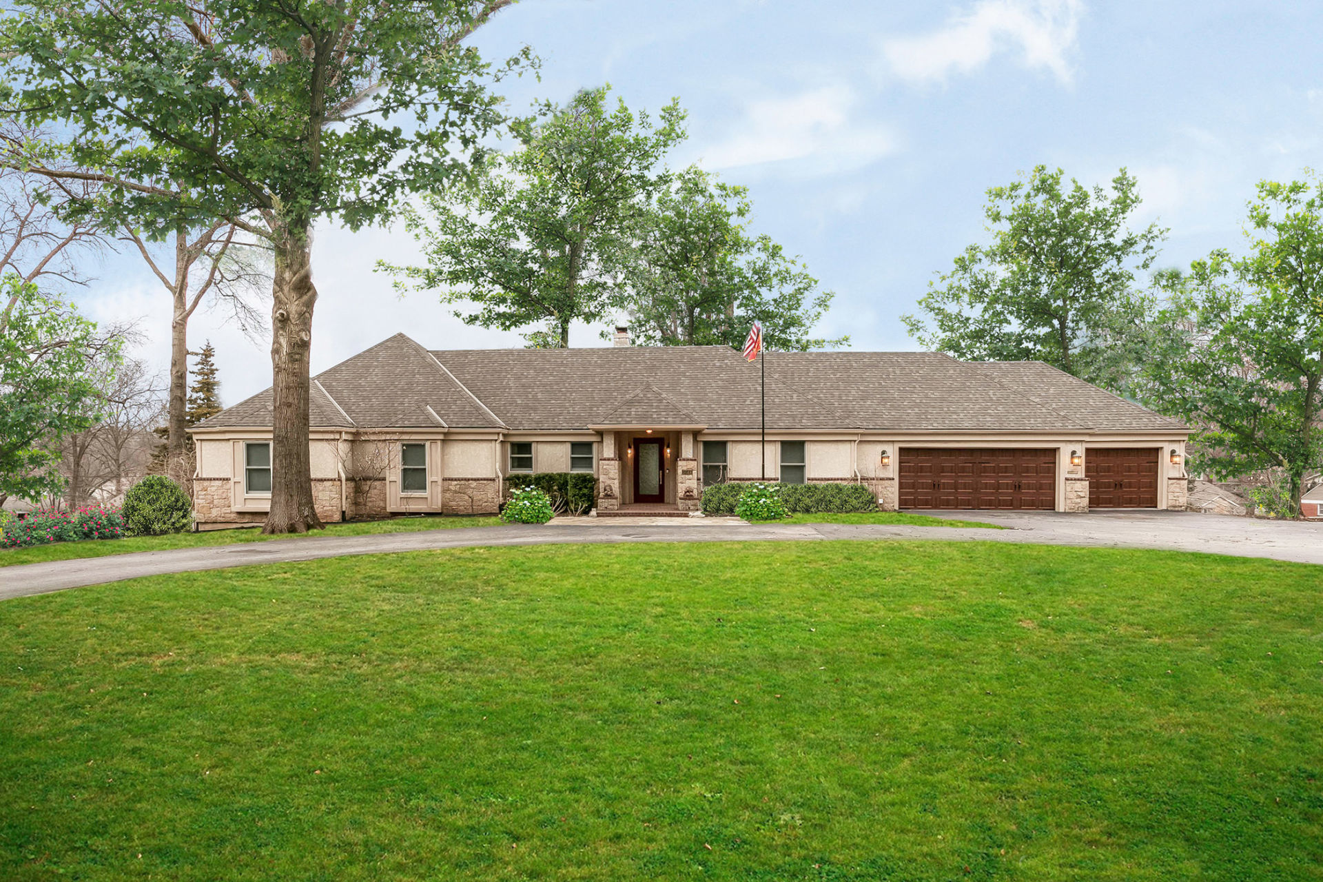JUST LISTED! Stunning Leawood Entertainer's Dream Home