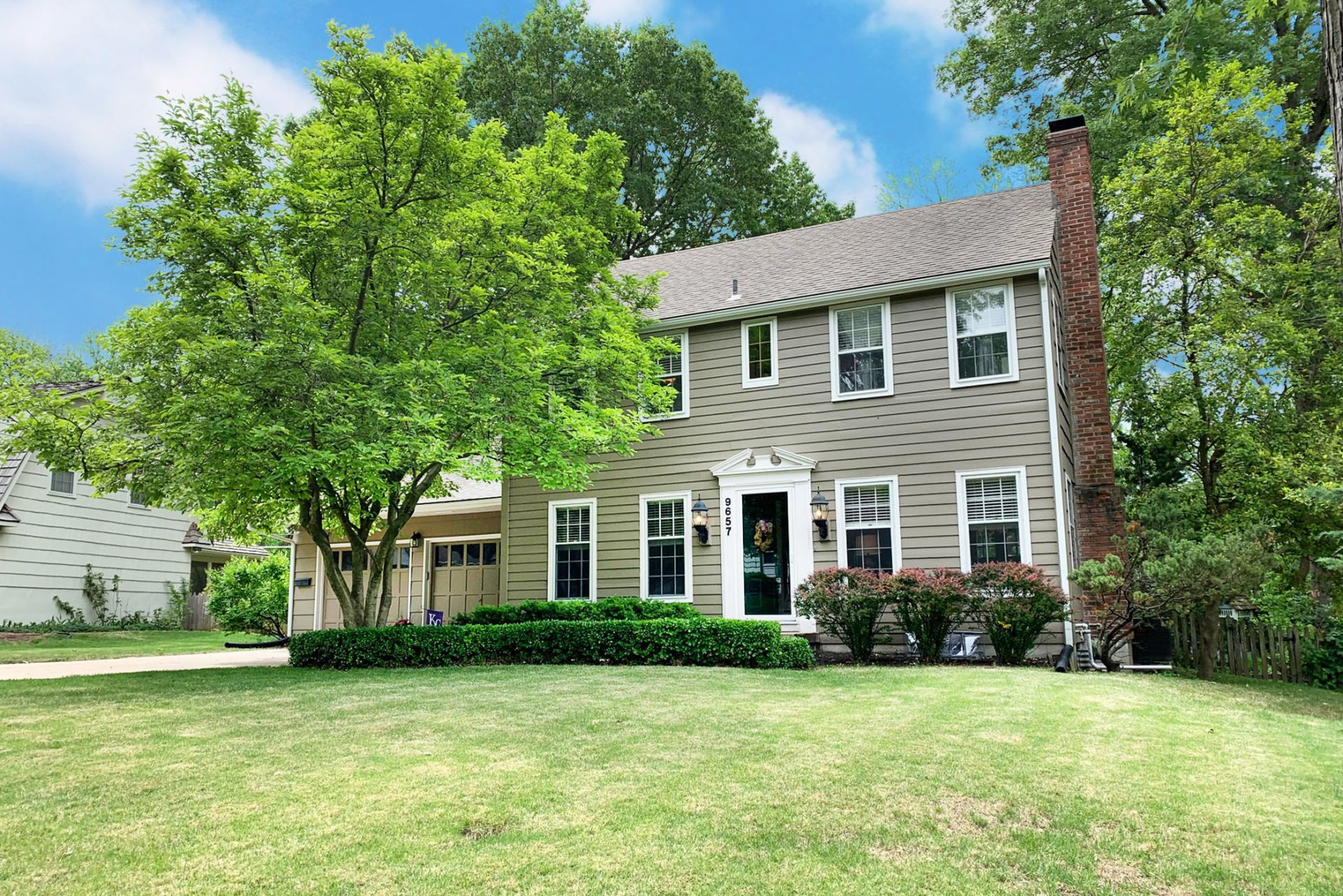 JUST LISTED! AMAZING SPACE with 3 Living Areas! Screened Porch!