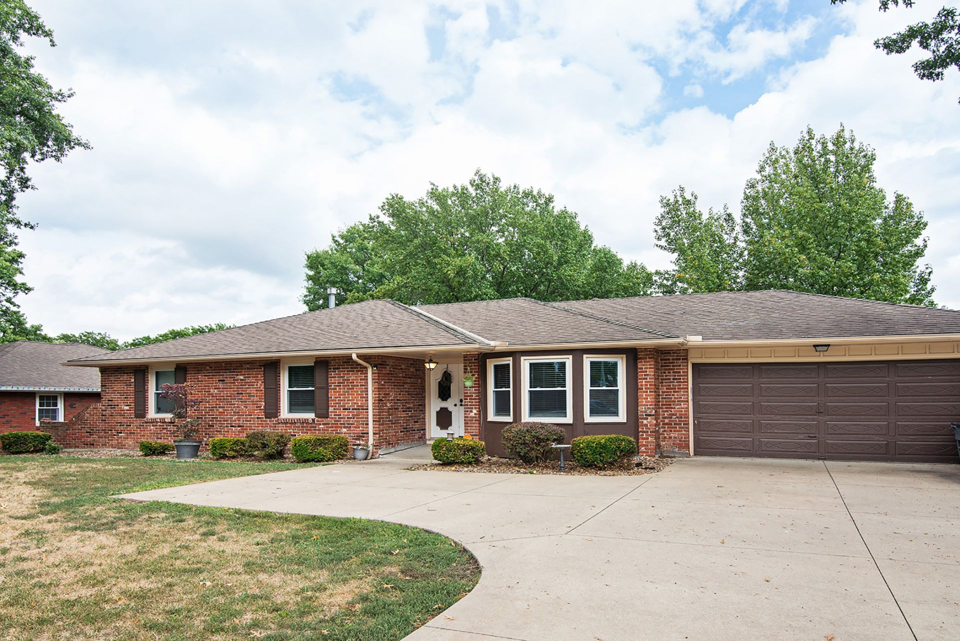 NEW PRICE! Spacious Move-In Ready Ranch Home!