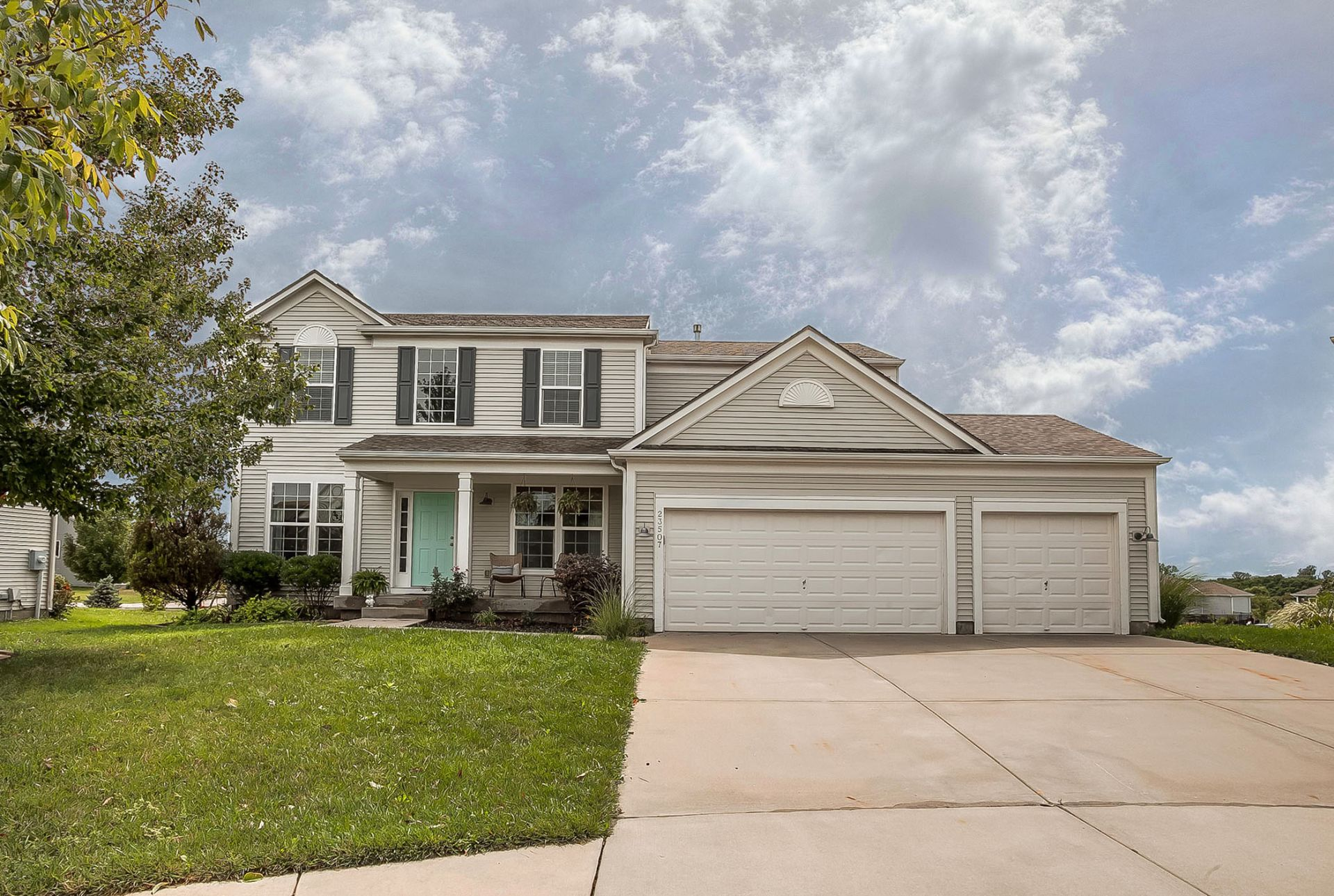 JUST LISTED with First OPEN HOUSE Sun 9/1!