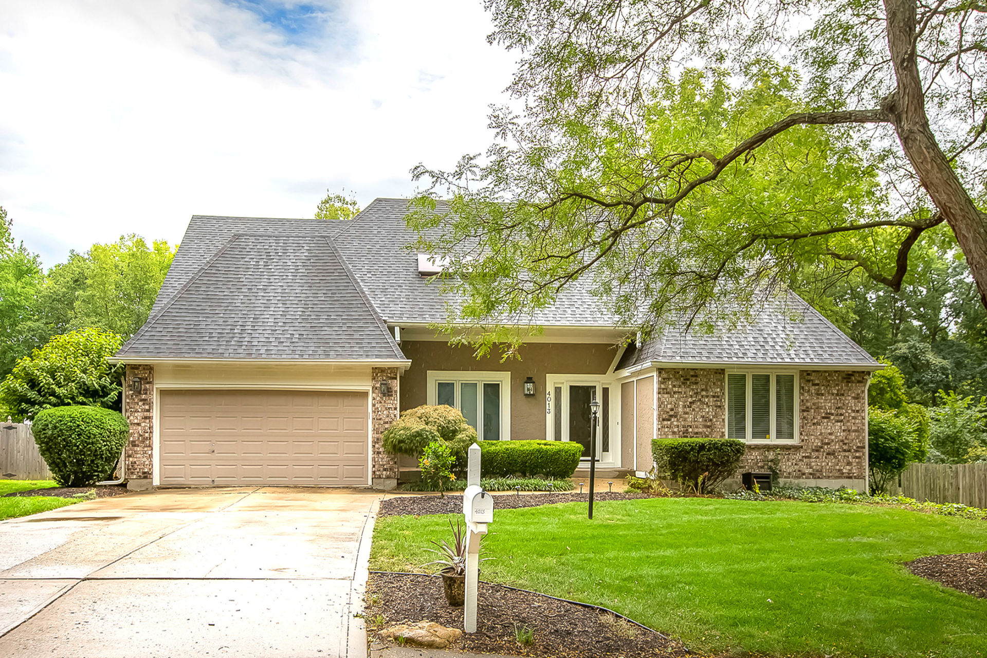 JUST LISTED with 2 OPEN HOUSES this Weekend! Gladstone, MO!