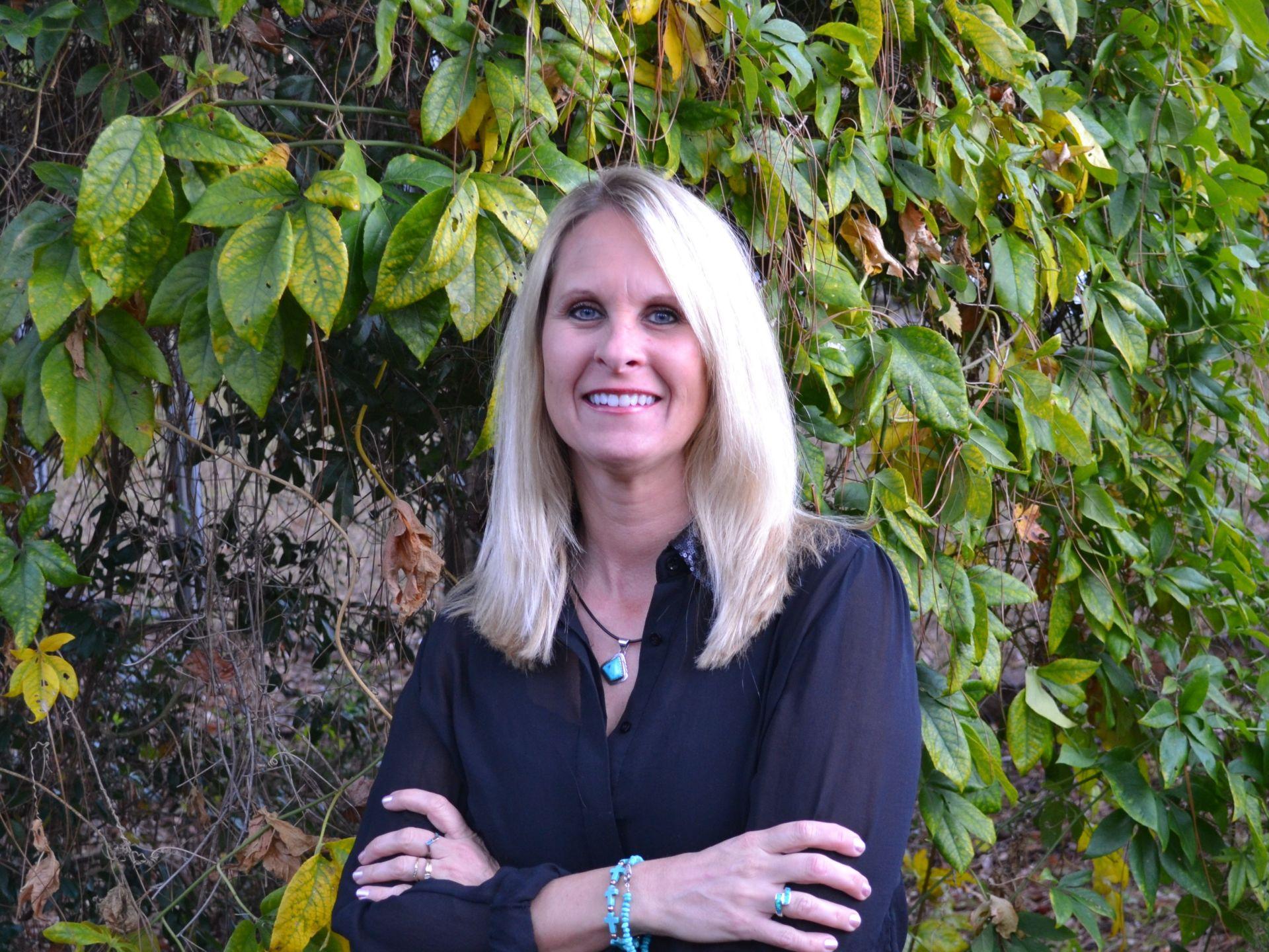 Julie Shetler Earns NAR's Military Relocation Professional Certification