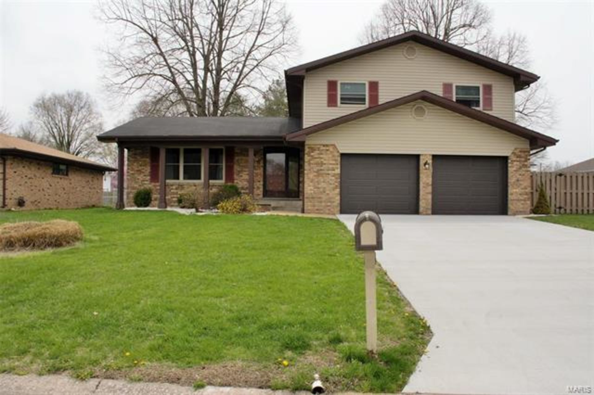Just Listed! 8 Roclare, Swansea, IL