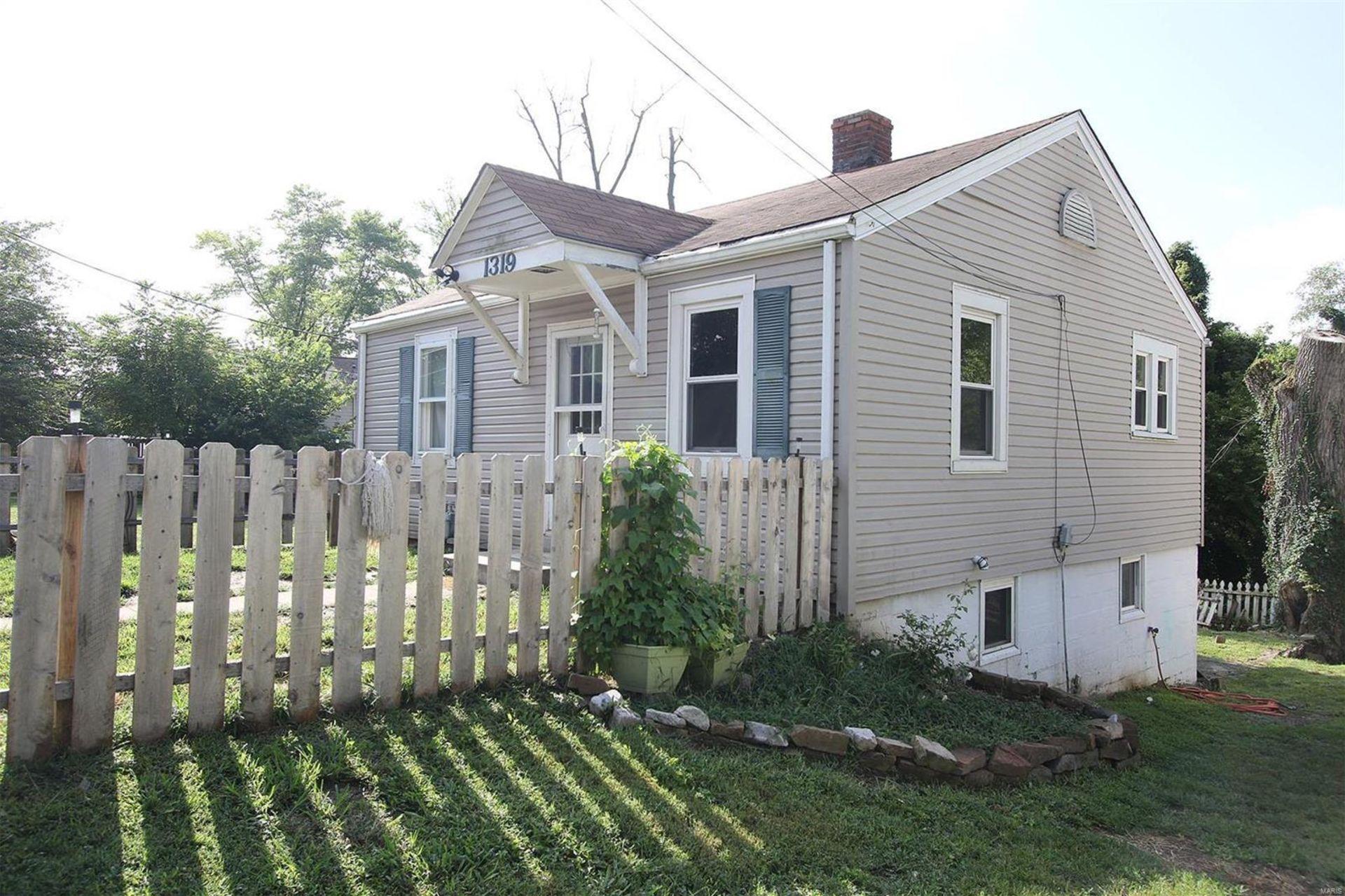 1319 Saint Clair Avenue, Collinsville IL 62234