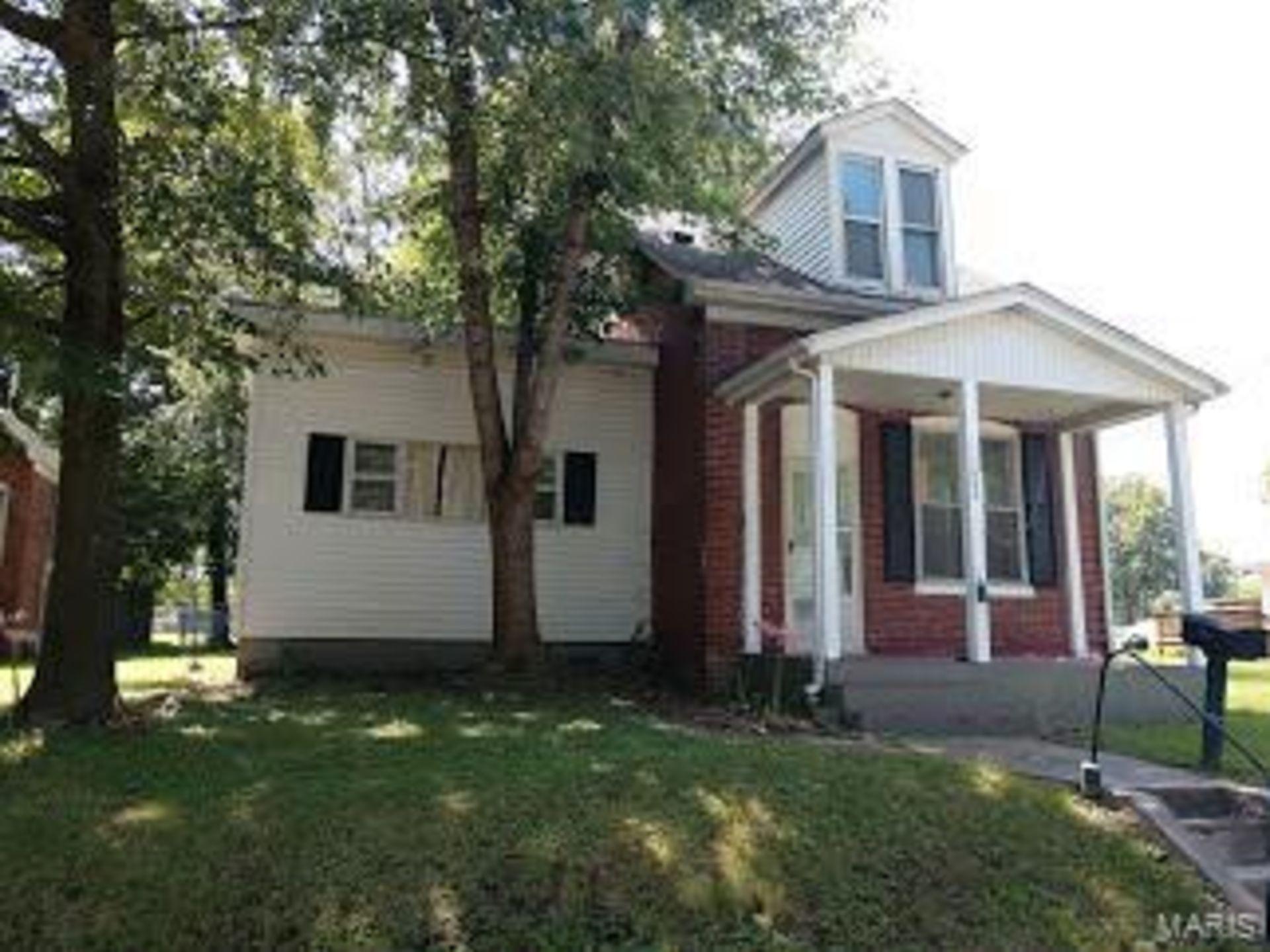 1802 West Adams Street, Belleville IL 62226