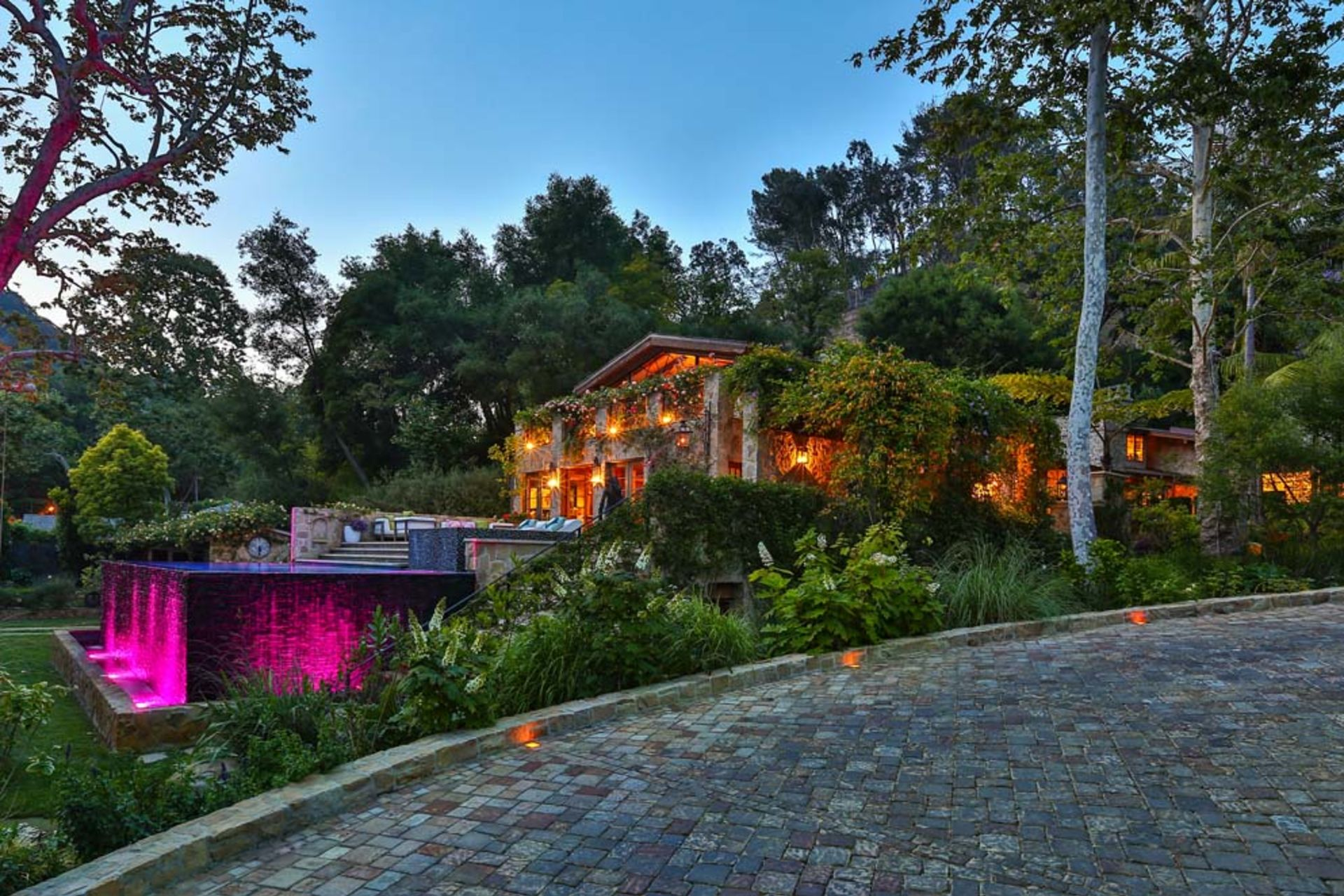 See inside the homes of ten golden globes winners