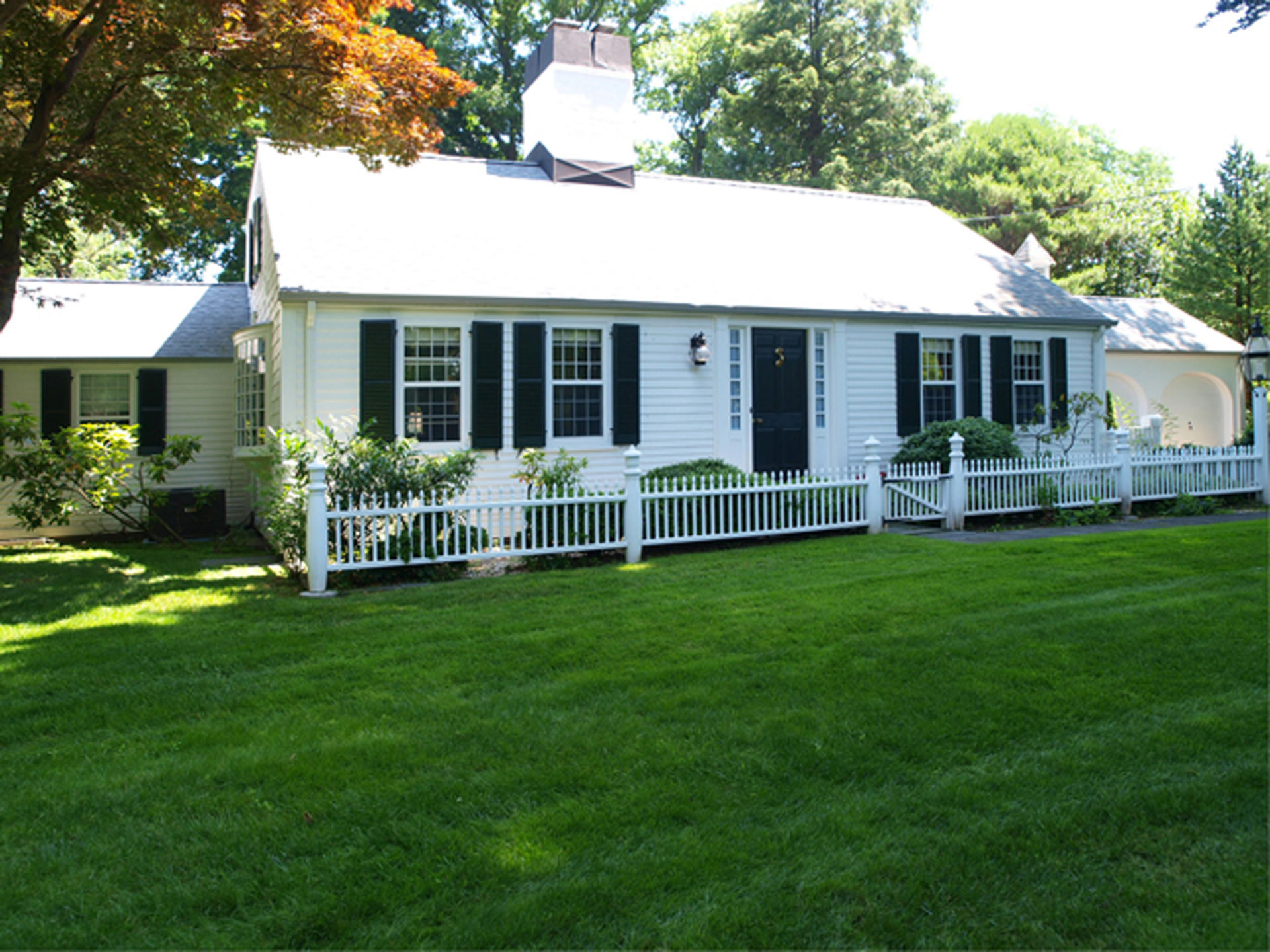 Country Style in Englewood For Sale!