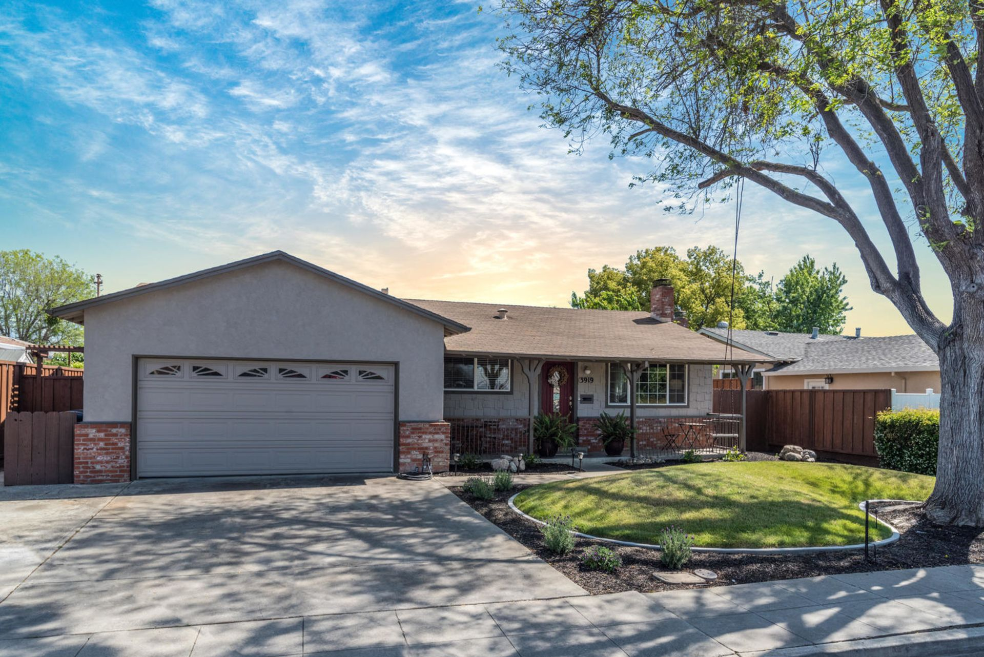 Just Listed!! Charming Jensen Tract Home