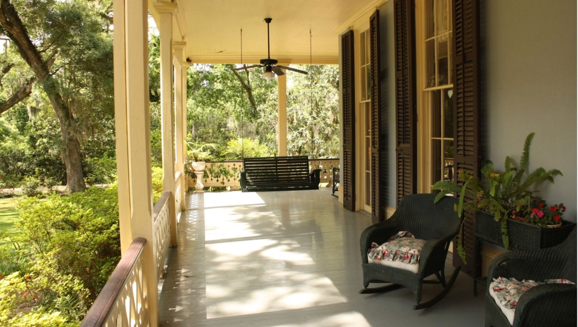 5 Ways to Make a Front Porch Summon Buyers