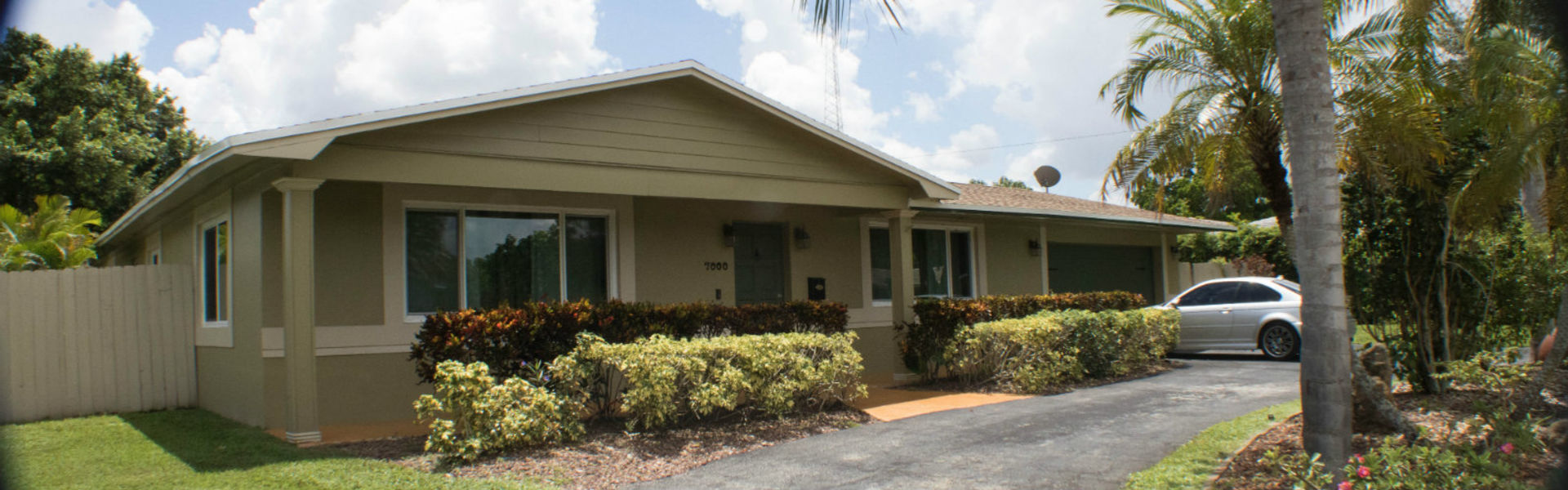 For Sale this beautiful 1-story home in the heart of Plantation FL