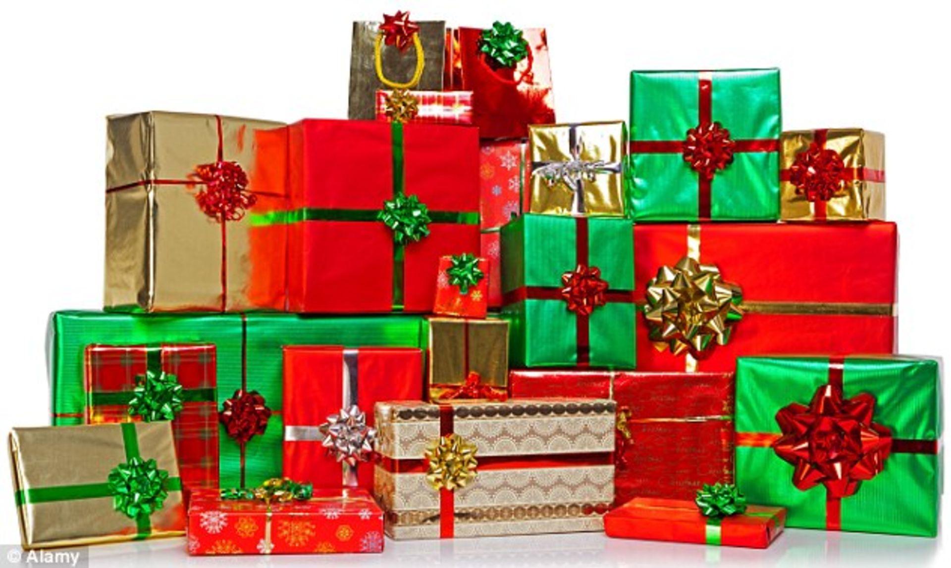 7 Simple Strategies To Avoid Overspending This Holiday Season