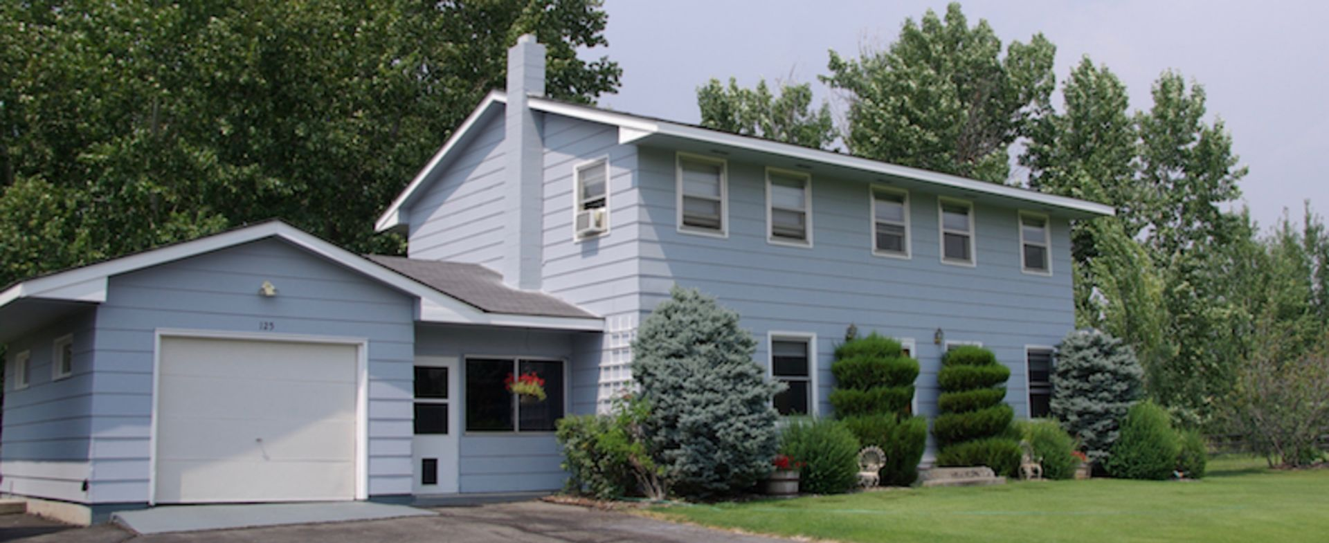 2 Story Private Farm House in Desirable Deer Creek!
