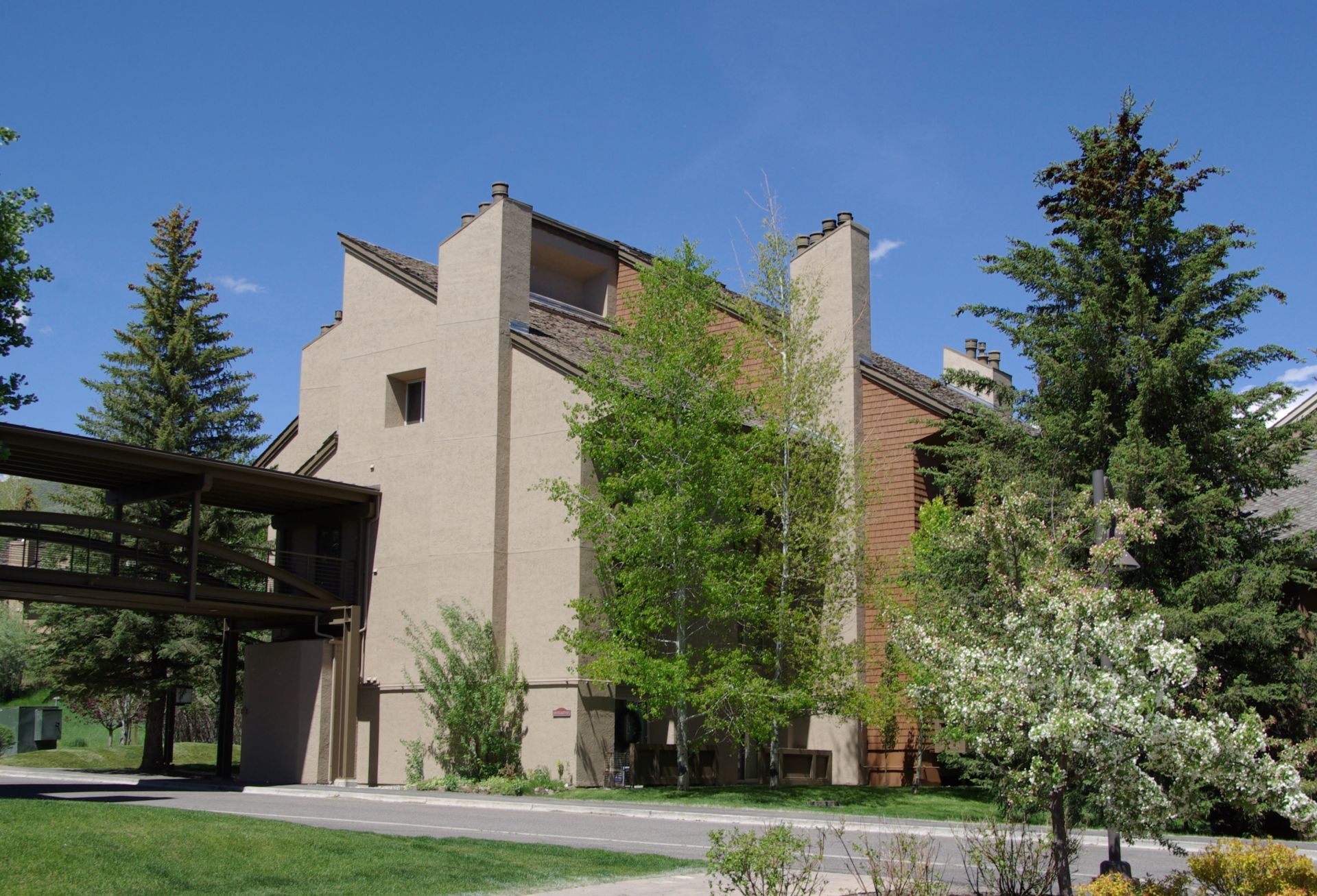 Rarely Available Loft End Unit in Elkhorn!