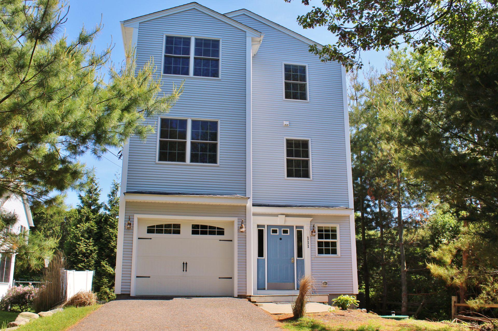111 Lake Road / Bonnet Shores / Narragansett