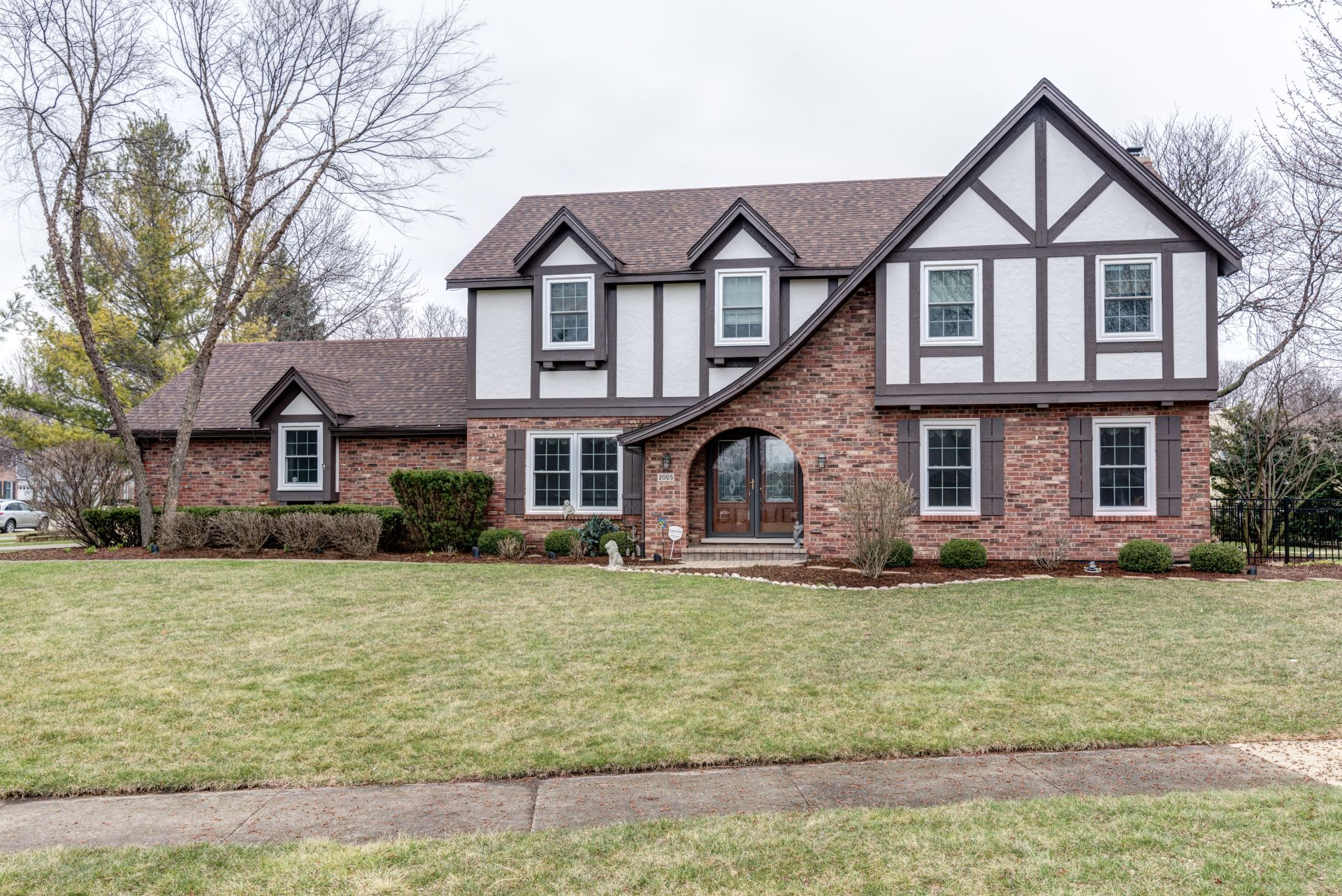 2005 Somerset Lane, Wheaton, IL 60189 Just listed for sale!