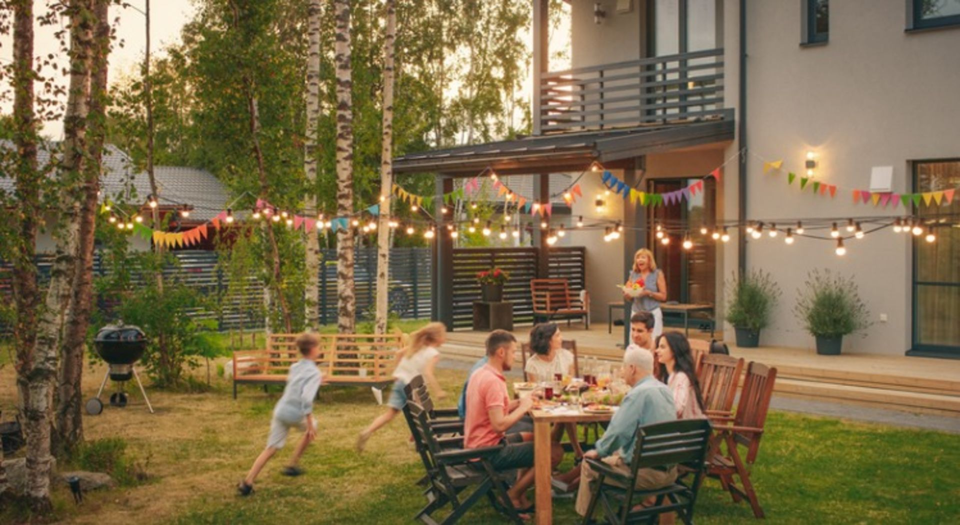8 Easy Design Tips to Maximize Your Outdoor Space this Summer