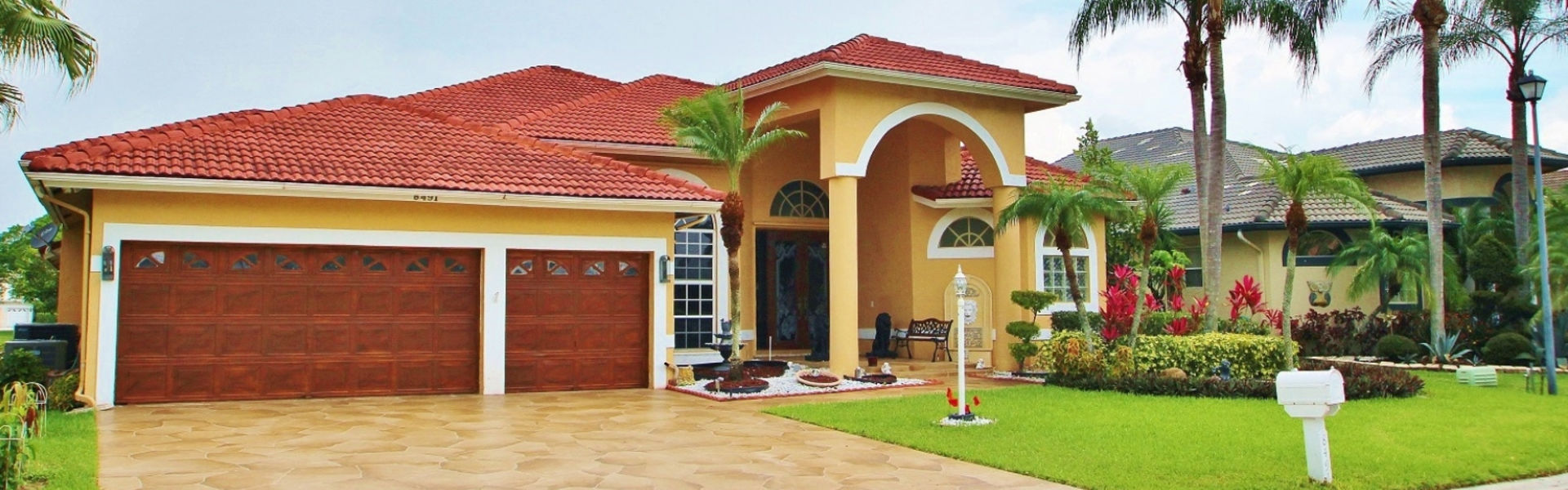 4 BEDROOMS / 2.5 BATHROOMS, LAKEFRONT CORAL SPRINGS HOME FOR SALE