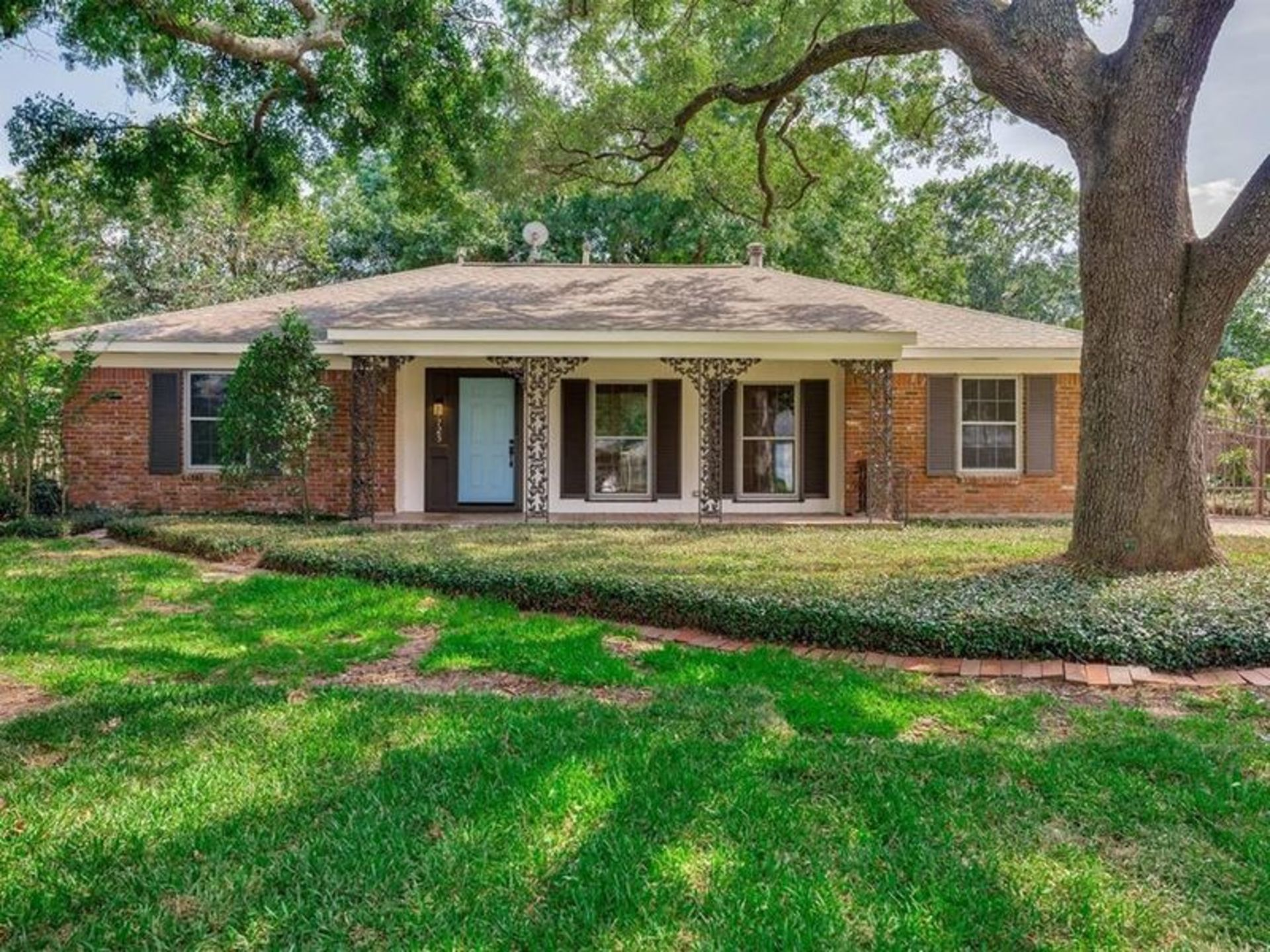 Live Among the Trees: 7725 Oldhaven