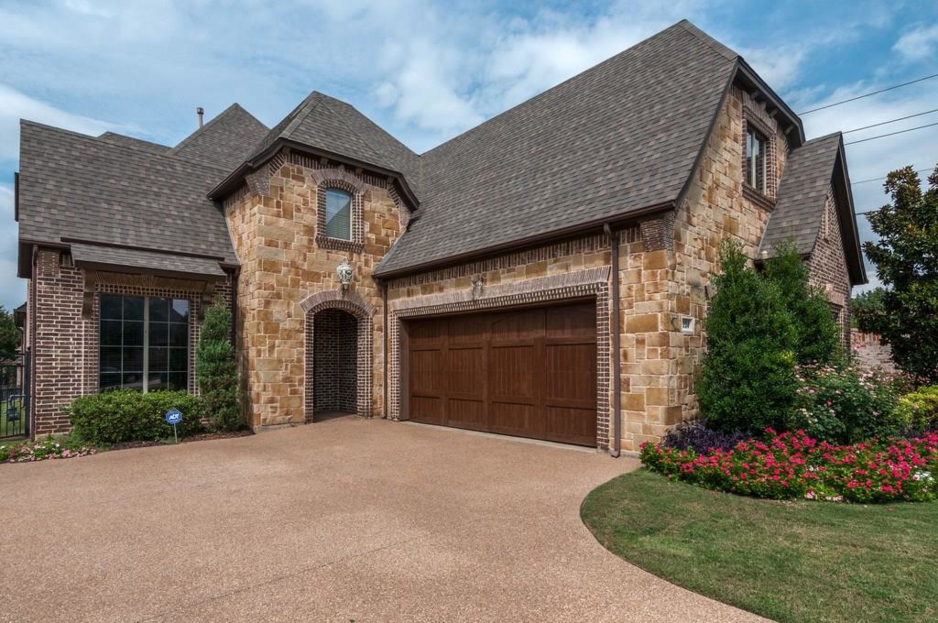 JUST LISTED IN KELLER!