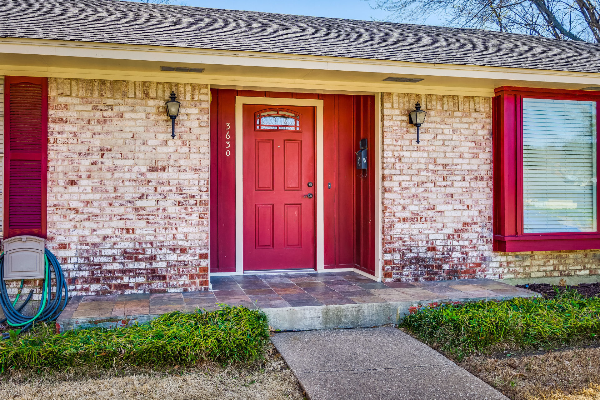 JUST LISTED IN FARMERS BRANCH!