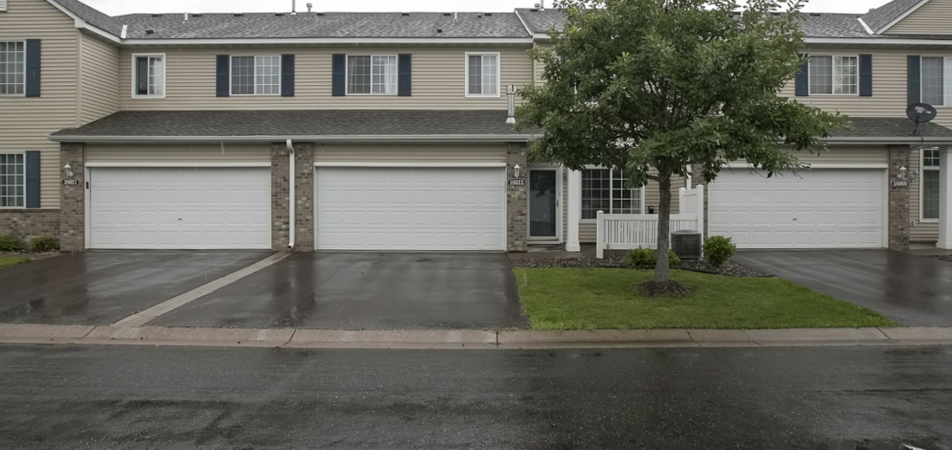 Classy & Modern Townhouse in Maple Grove