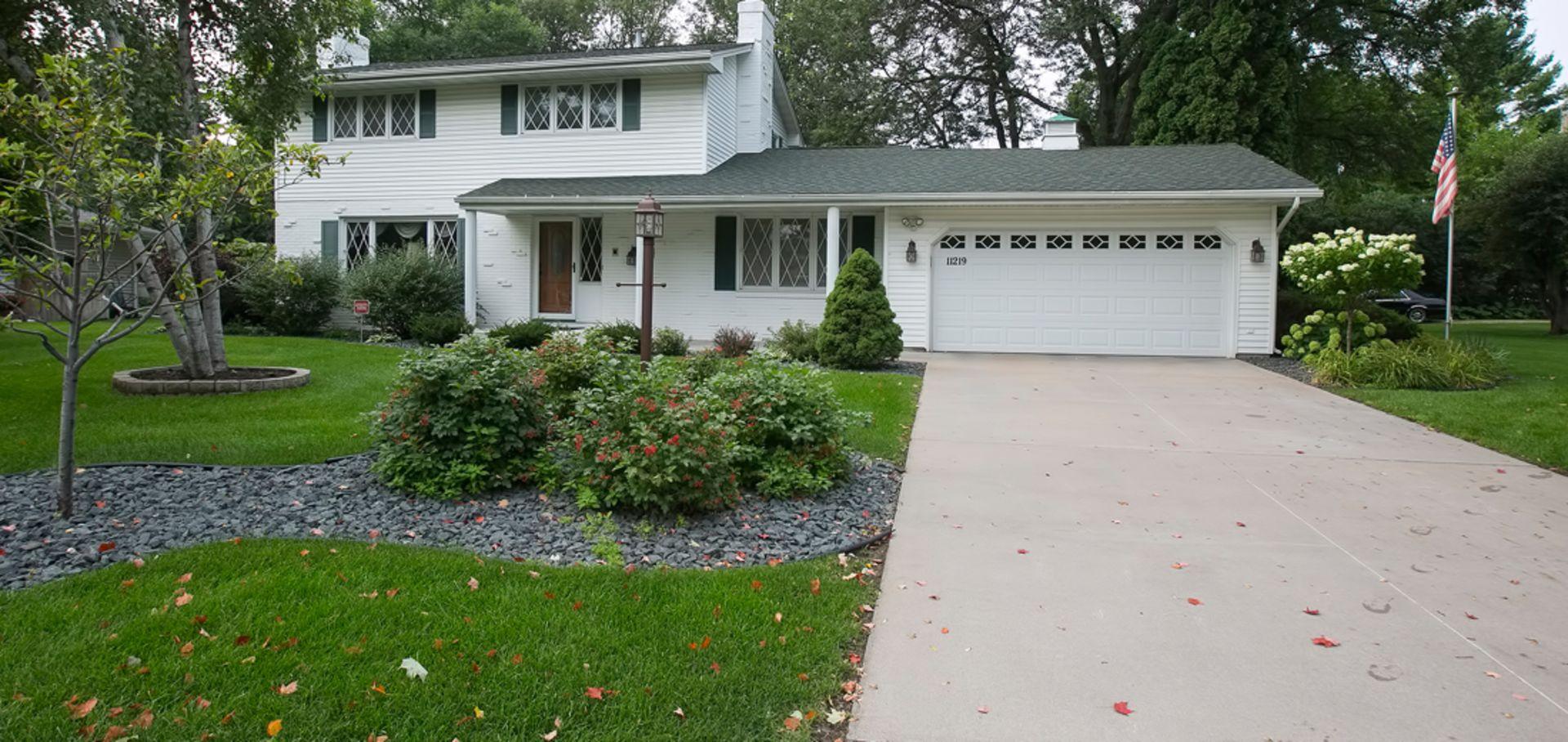 Remodeled Home in Burnsville in Doube Corner Lot