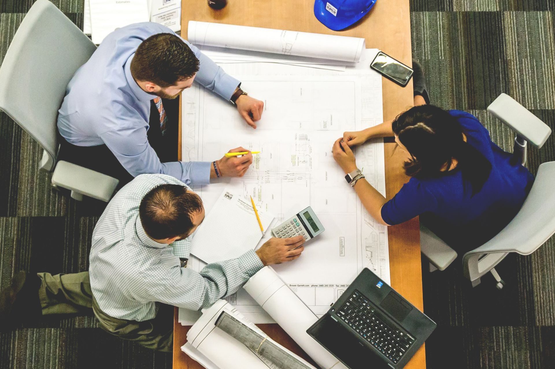 7 Best Practices for Working with Contractors
