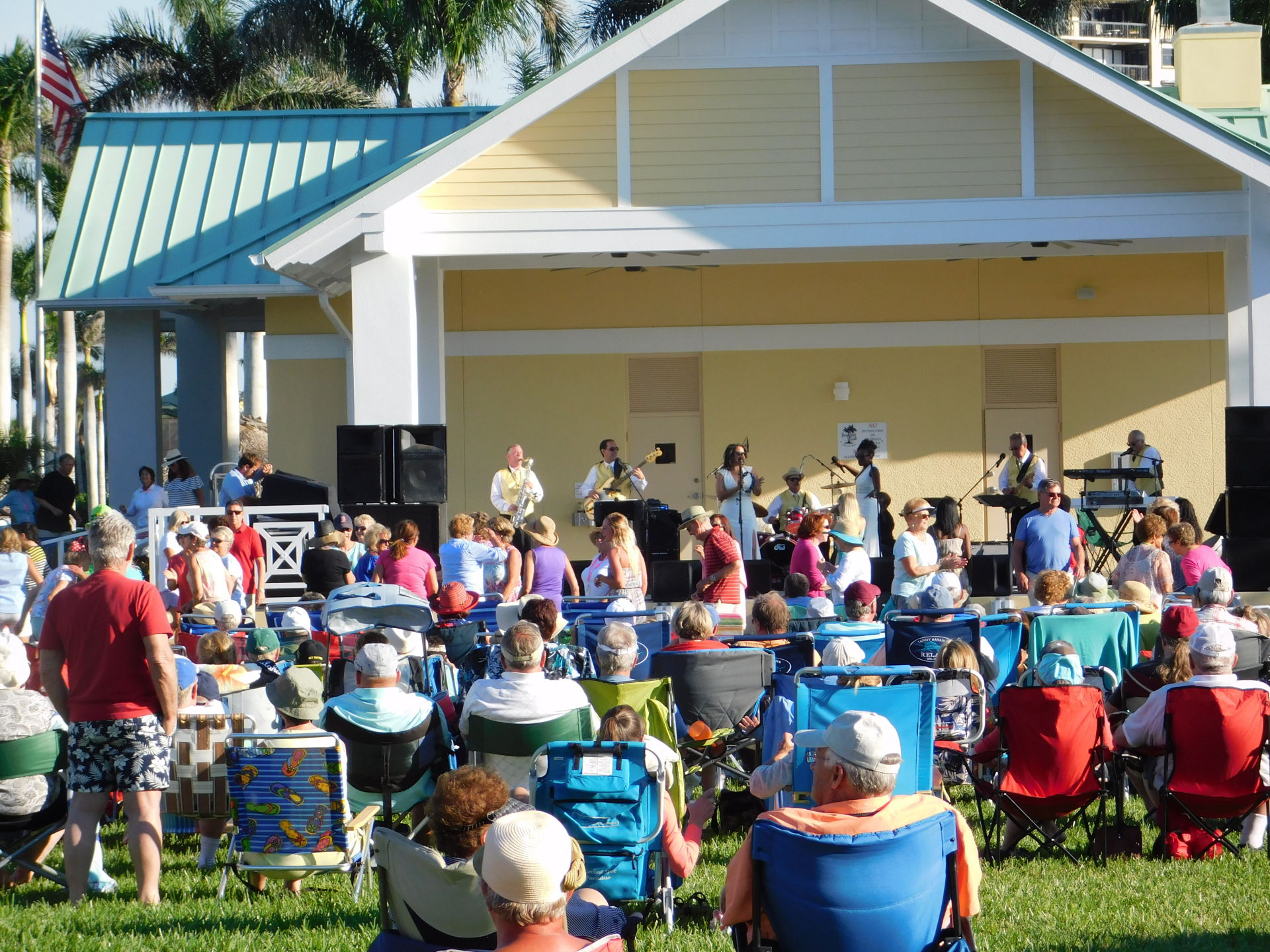 PACK YOUR COOLER AND PICNIC FOR THE FREE CONCERTS AT RESIDENTS BEACH