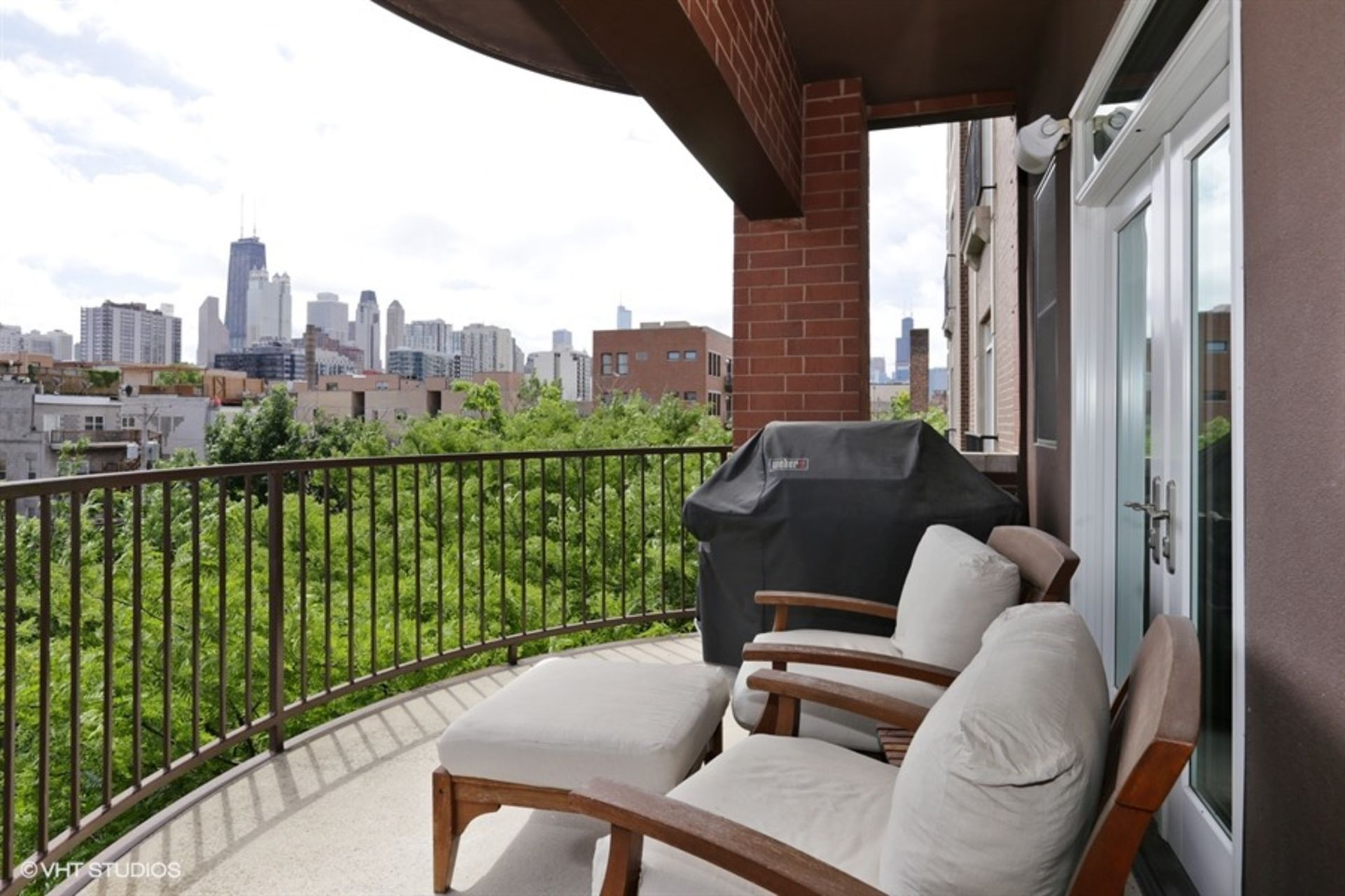 Condo with Skyline Views for Sale in Old Town Chicago