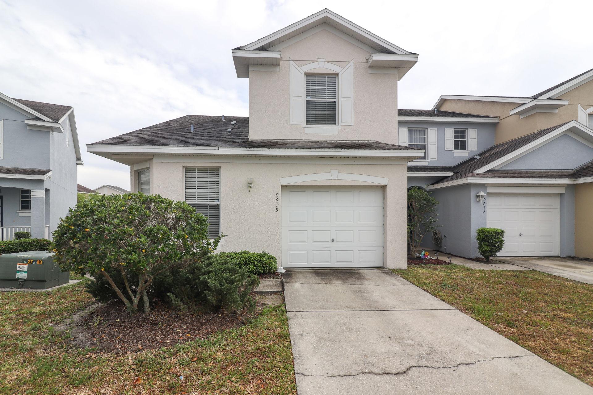 9615 Carlsdale Dr, Riverview, FL 33578