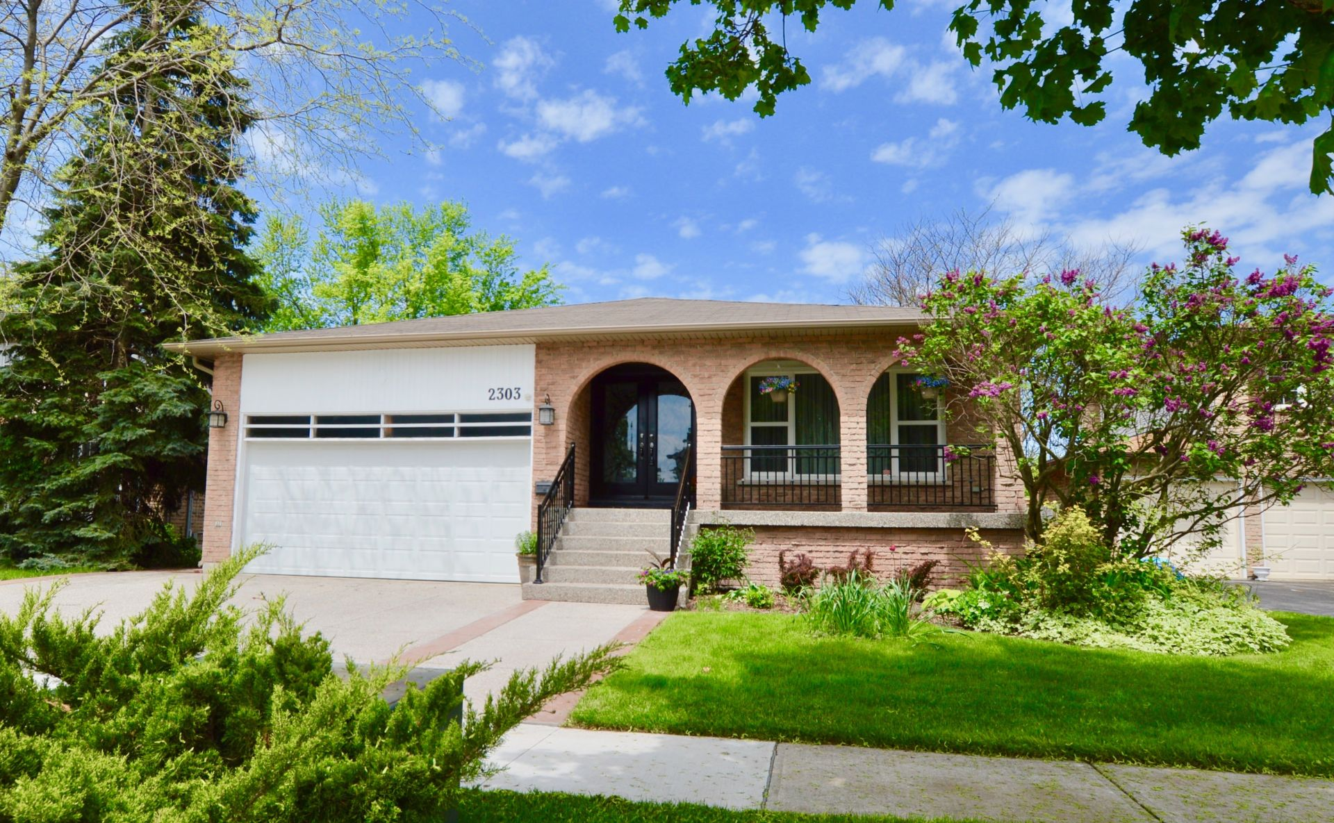 Just Listed! Brant Hills Beauty!