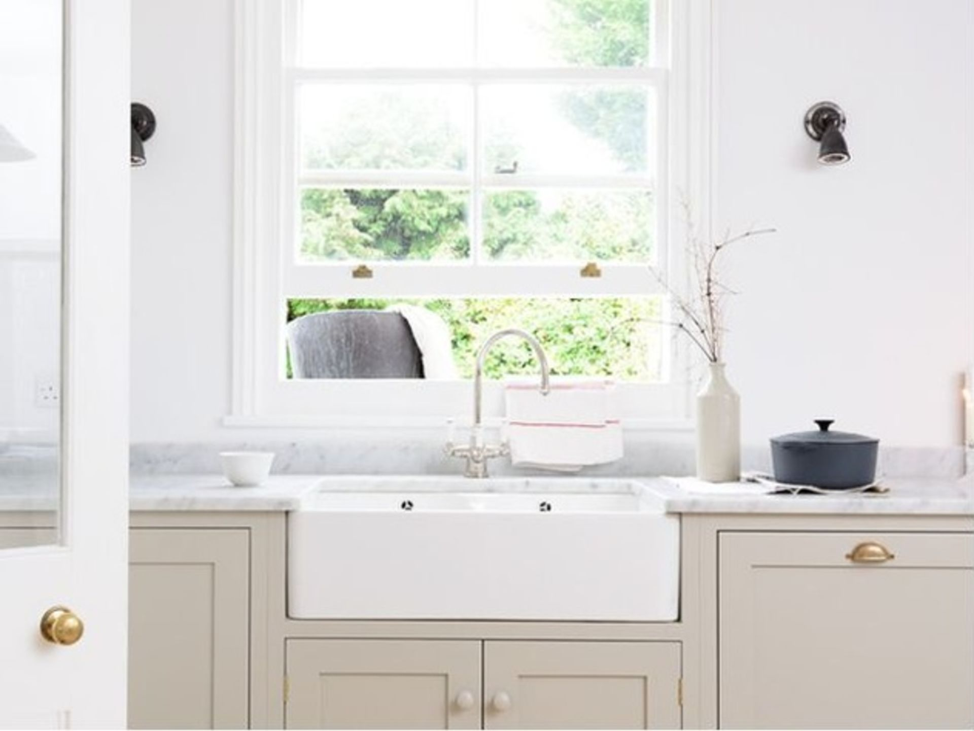 13 Essentials for a Charming Farmhouse-Style Kitchen