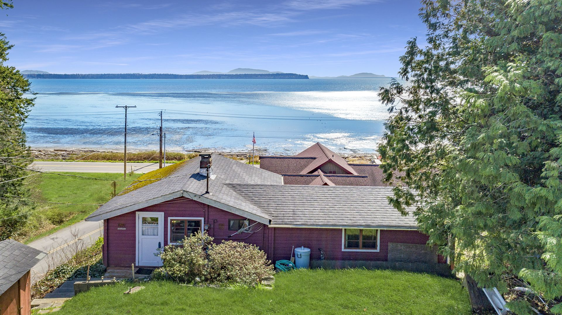 Affordable Water View Cabin with private beach in Birch Bay