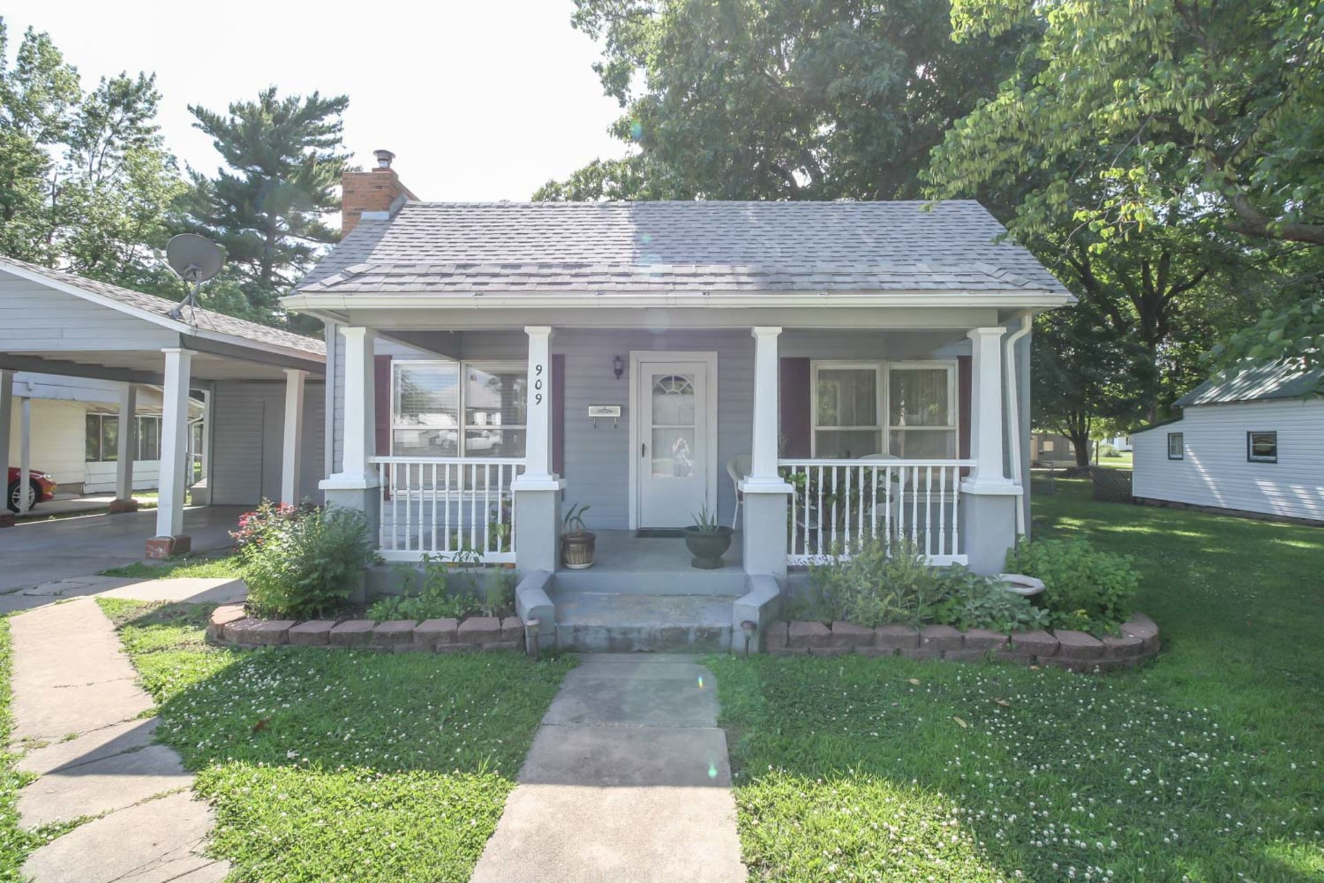 Just Listed in Mt Vernon, Missouri! 2 Living Areas, Great Backyard with 3 Storage Sheds!