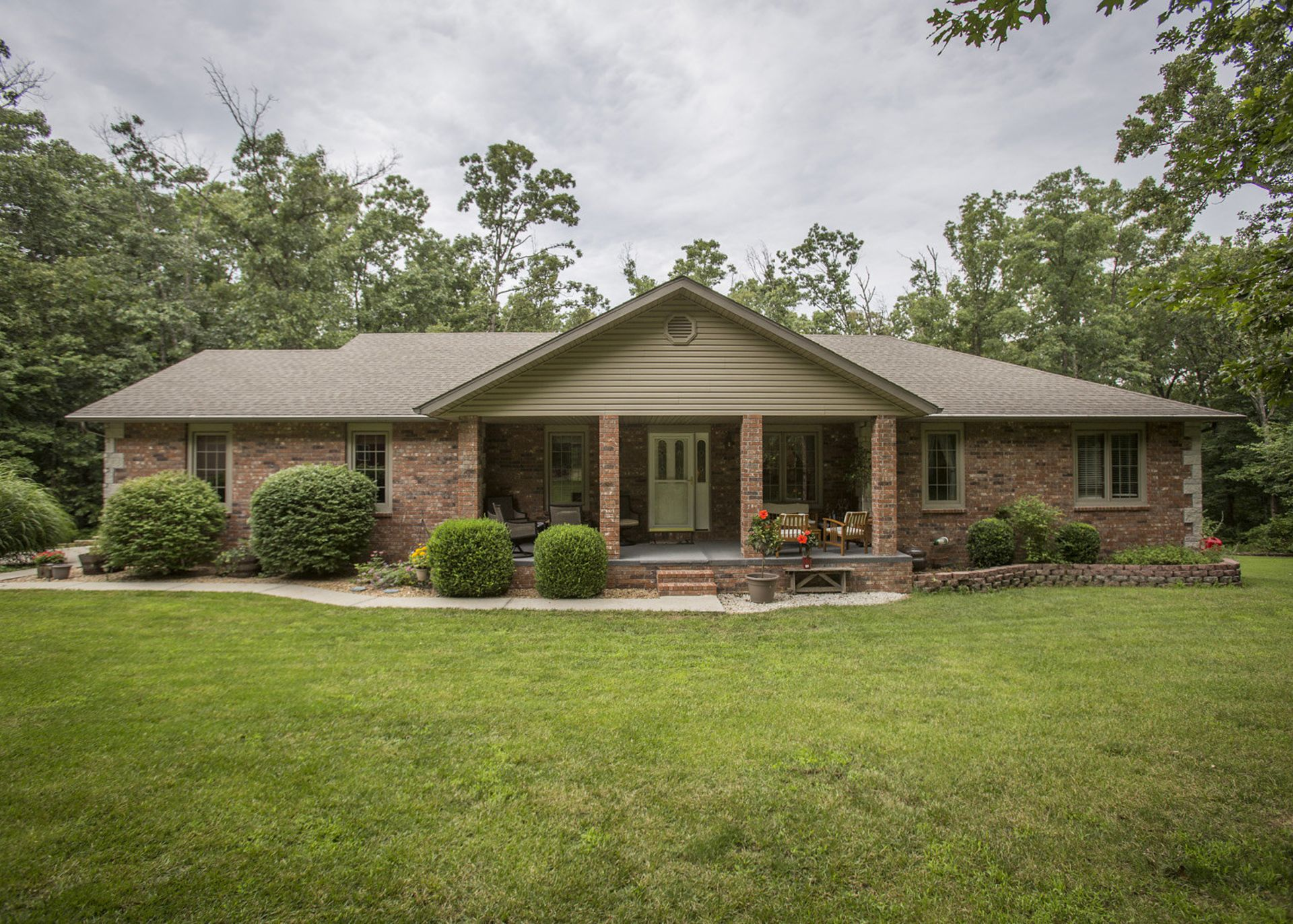 New Listing in Fordland, MO! 5 Bedroom House on 3 1/2 Acres!