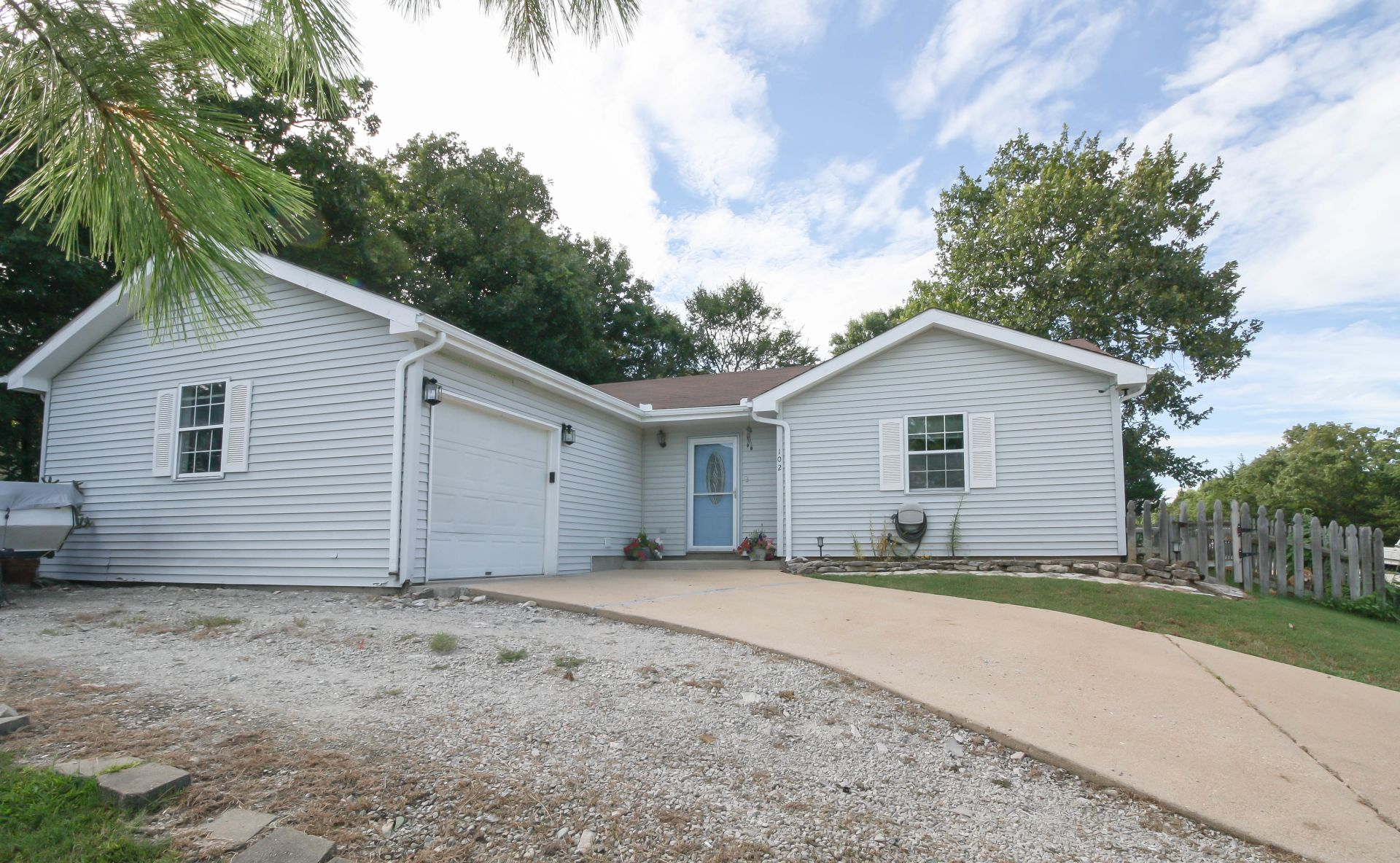 New Listing in Kirbyville, MO!