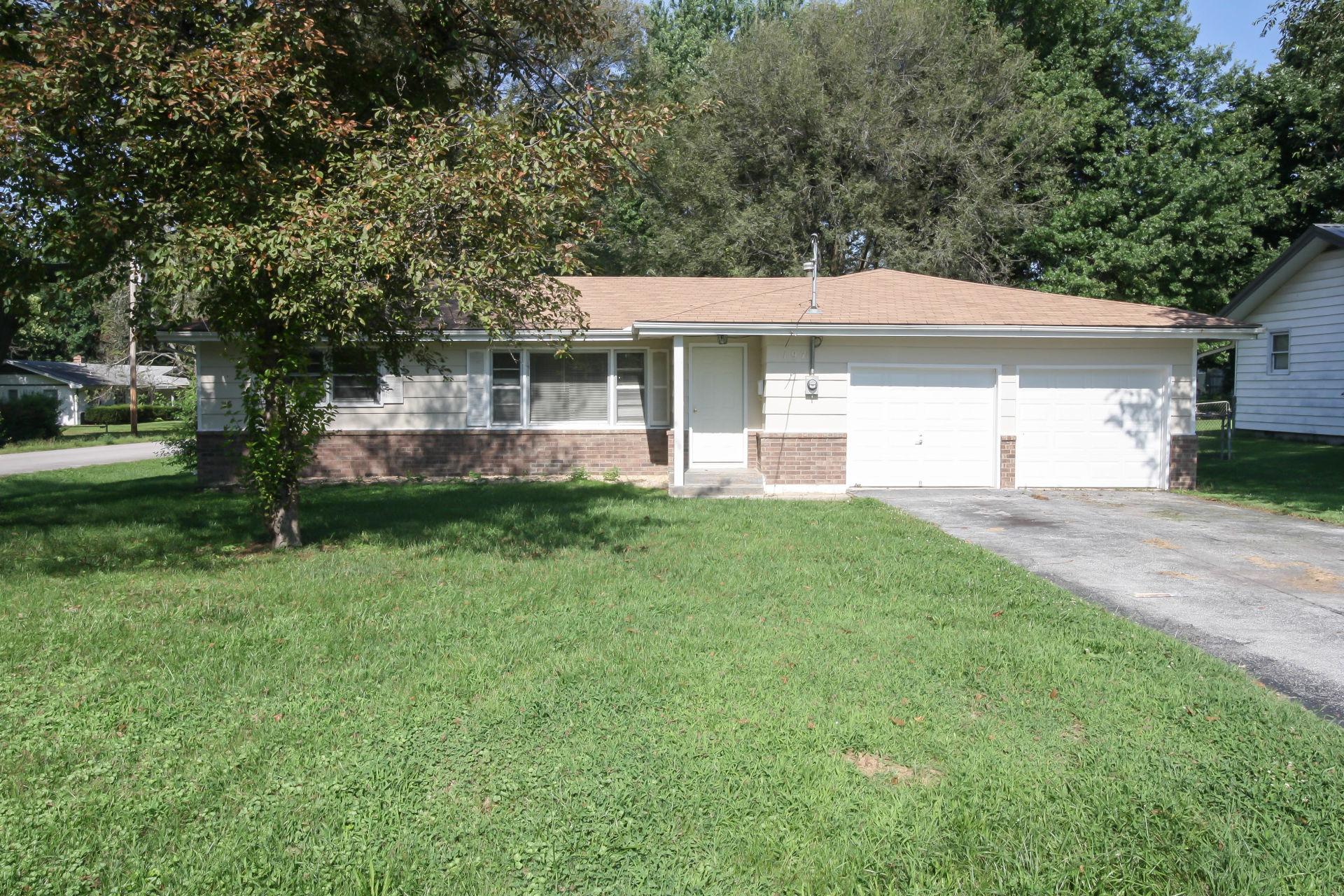 New Listing in Springfield, MO! Hardwood Floors and Fenced Backyard!