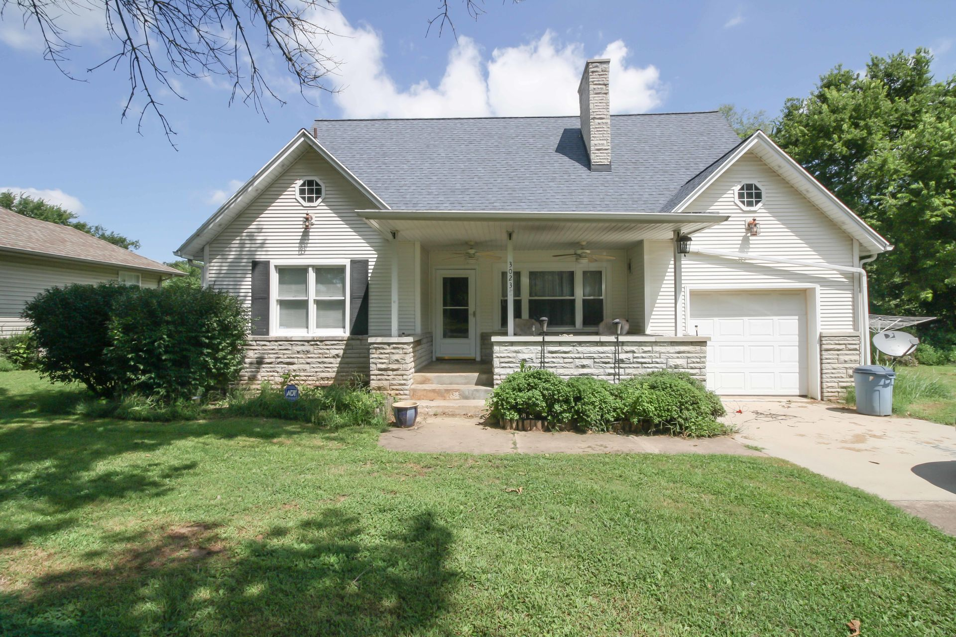 New Listing in Springfield, Missouri! 4 Bedrooms, on almost Half an Acre