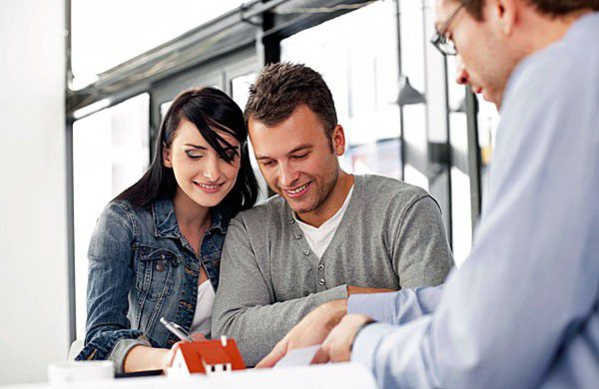 FHA First-Time Homebuyer Loans: The Pros vs. the Cons